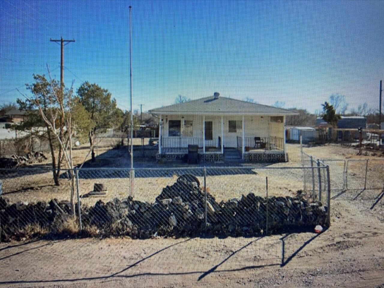 This home is your next perfect opportunity for a flip or fix up home. Home is 2 bedrooms 2 bath with a possibility of a 3rd bedroom. Backyard access possible.