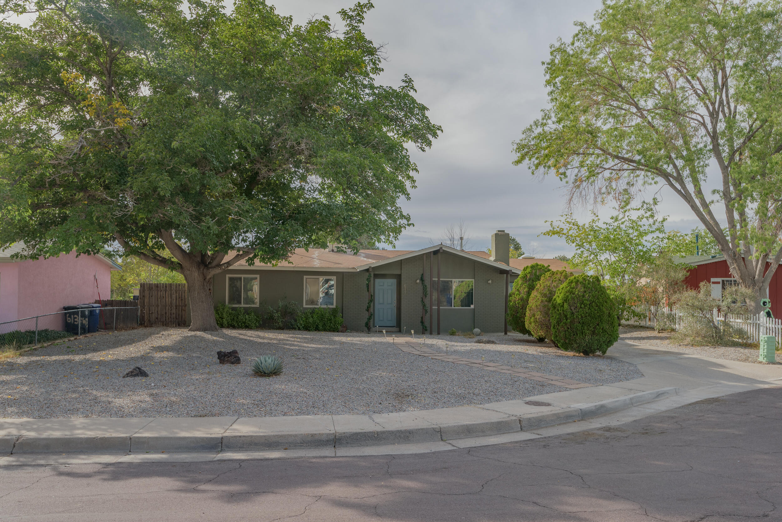 Super cute house located in a cul de sac.  Light and bright neutral feel with beautiful granite counters in the kitchen.  The yards are low maintenance and spacious.