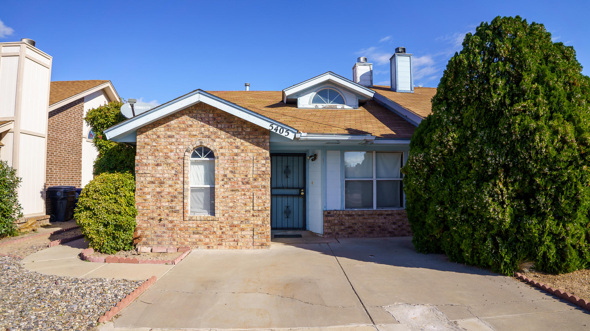 Very Nice 2br + 2ba Townhome In Taylor Ranch. Close To schools, Bus Stop For Cottonwood Mall, Walking Distance To Very Nice Park. Tile Floors through out, All Appliances Are Included. High Ceilings, bay windows in bedrooms, Plant Ledges, Cozy Fp. Very Comfortable Yard With 1br Studio And Garden Area.  What a gem!!