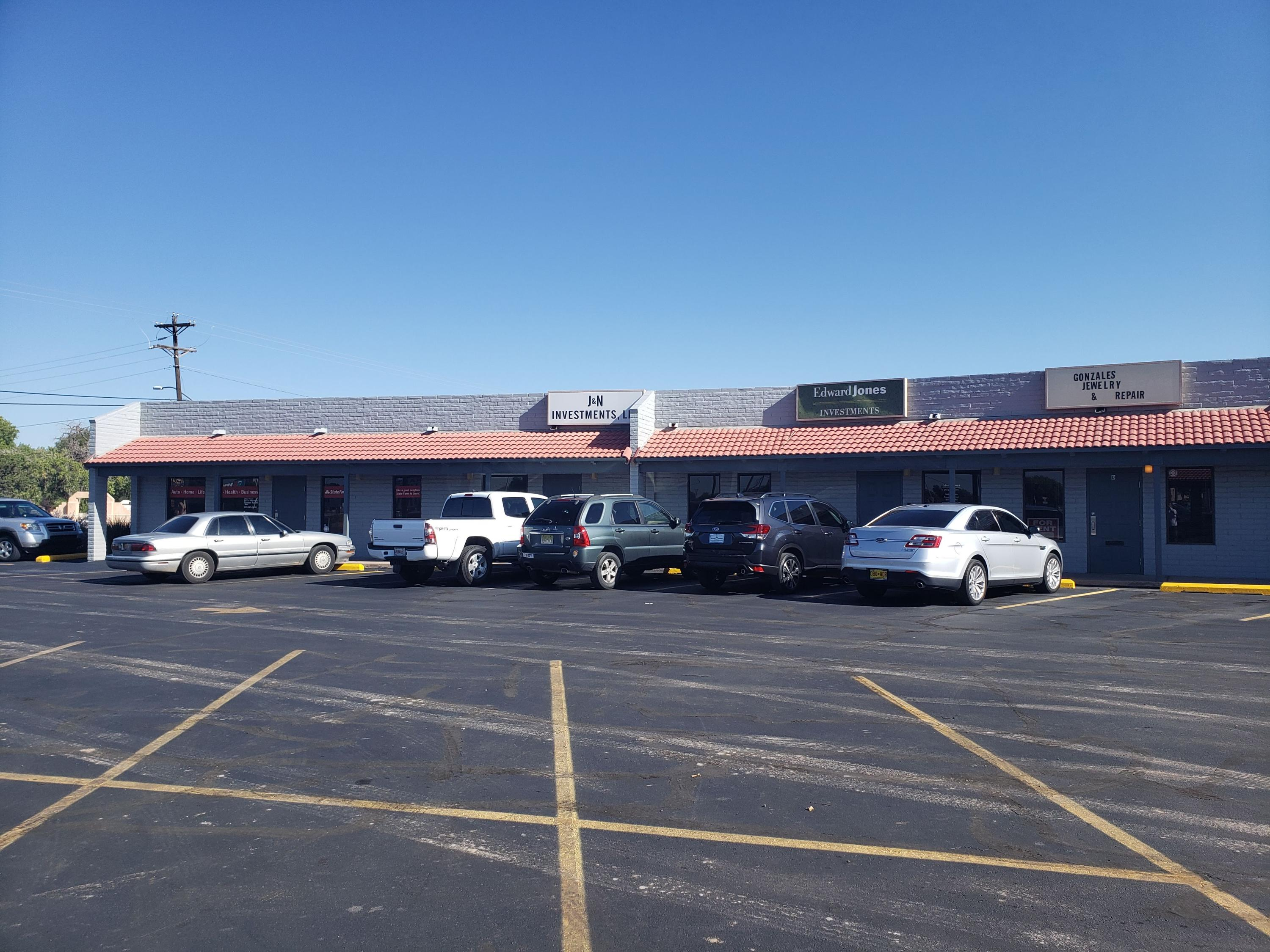 Commercial Office/Retail 5 suites easy to lease. Lots of room to expand and build more suites. Priced at an 8 CAP. Month/Month leases but tenants would sign long term leases. Most tenants have been there 5+ years.