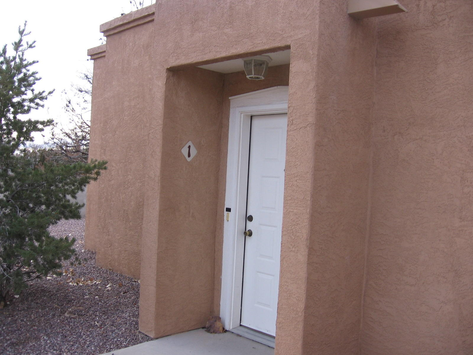 This 2 bedroom, 2 bath condo has all the bells and whistles!!  Granite kitchen and bathrooms, Oak hardwood floors, USB charging ports in the kitchen hardwired to household electricity, rain fall shower heads in both bathrooms, skylights, under counter radio with remote control in kitchen.  One car garage with extra room for storage.  And all appliances included.  Great location just 2 blocks from NMT.