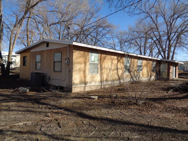 This 2 bedroom, 1 bathroom double-wide is situated on .75 acre in Peralta. It has a large living room with place for a wood stove. There is a country kitchen with extra storage room. It has an unfinished addition and enclosed patio. There are large shade trees. No mobile home title.