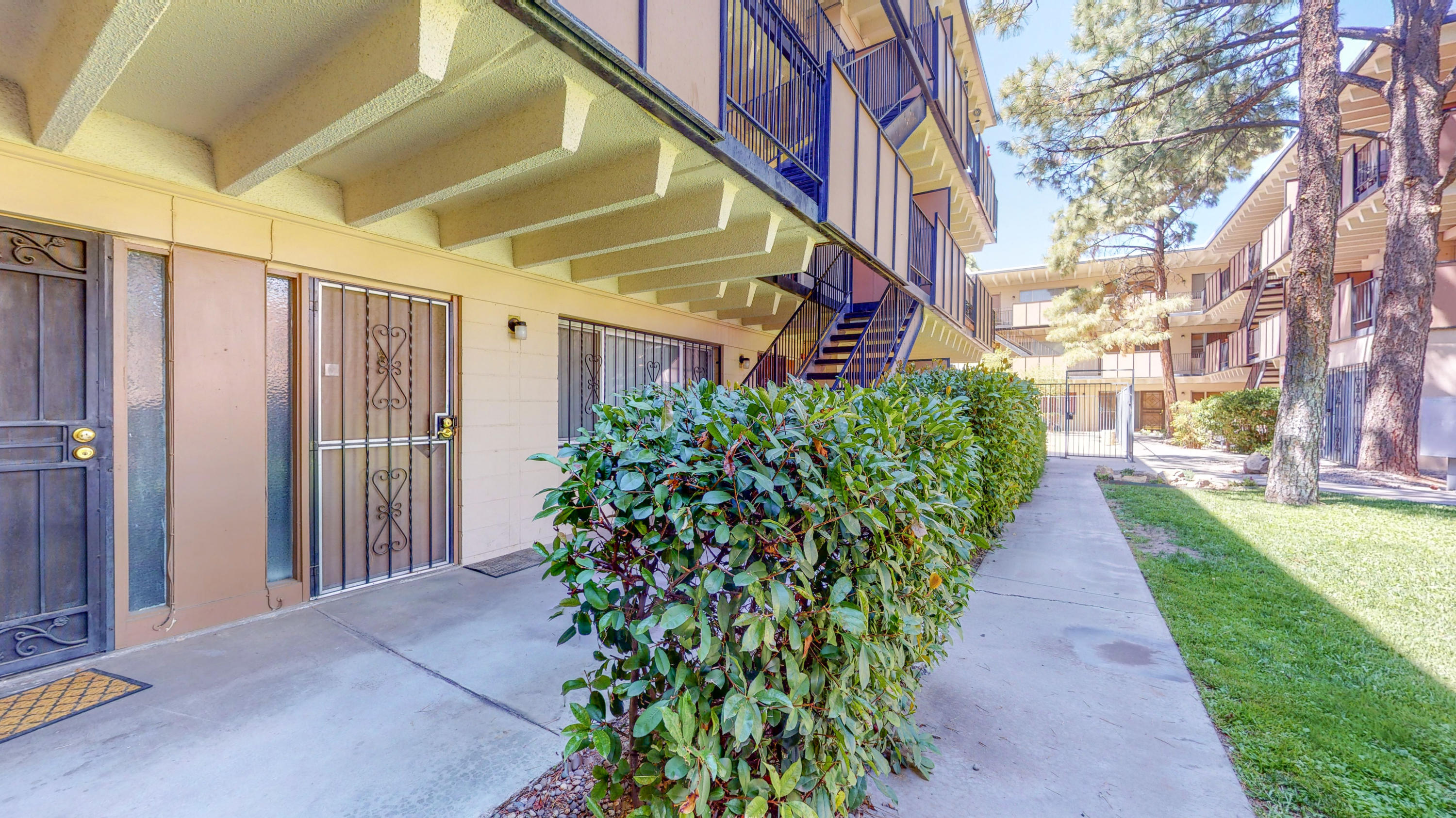 This is a really cool little condo, homeowner has remodeled the bathroom added new carpet and repaired the windows, this condo has a great view and is in a location that is perfect for medical, military, airline, college student or a small starter family. it is a gated community with private parking, wonderful little investment property, wonderful starter home and wonderful business stay. It is in great condition and a must see.