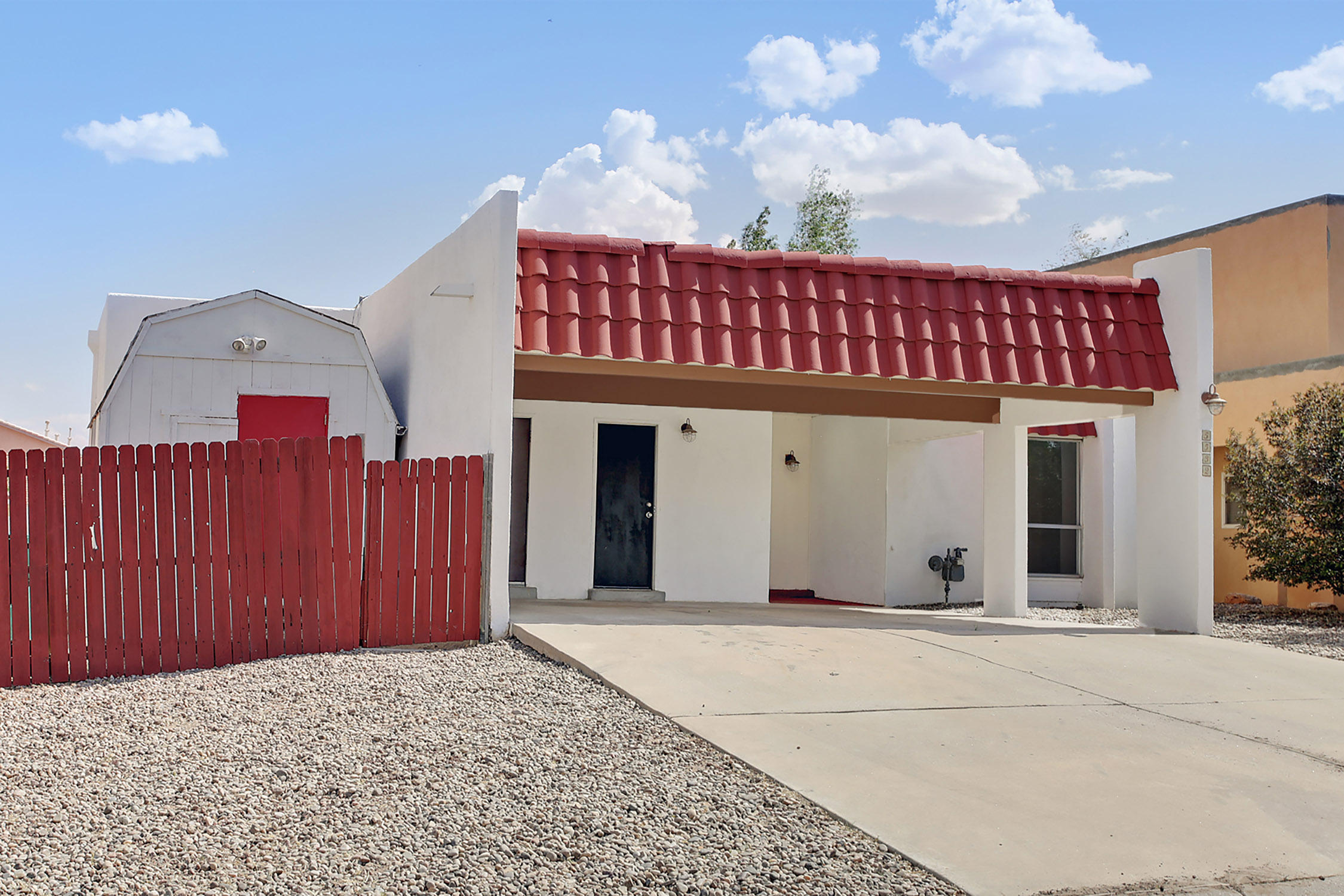 Very nice & well kept, Pride of Ownership, Waiting for the new owner. 3 Bedroom 2 bath.