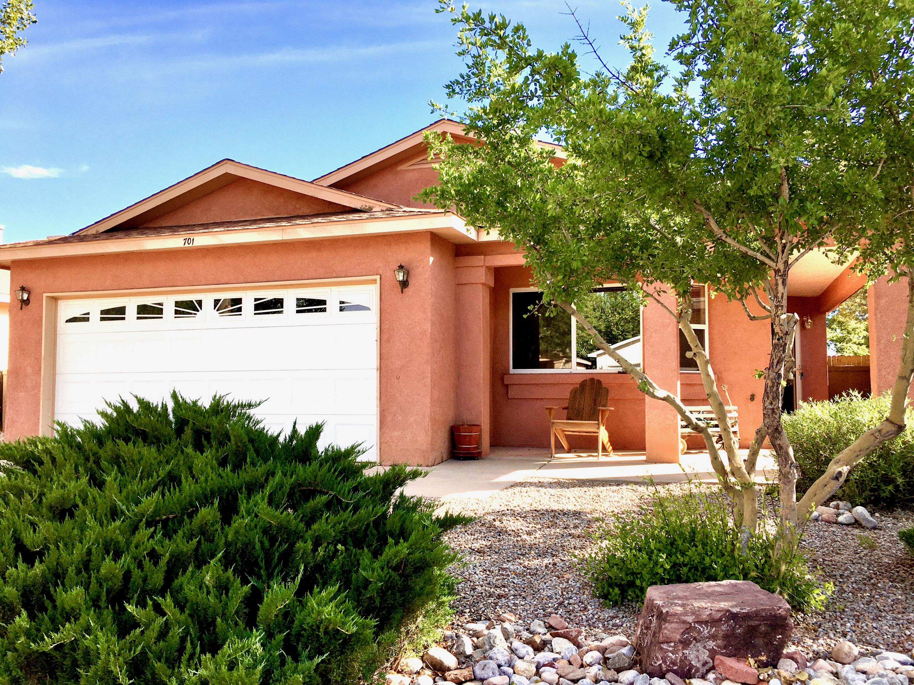 Lovely ''Daisy Model'' in Northern Meadows. Close to Las Colinas Elementary. Large great room, spacious country Kitchen w/ pantry. Covered patio. This one won't last long, schedule your private showing today!