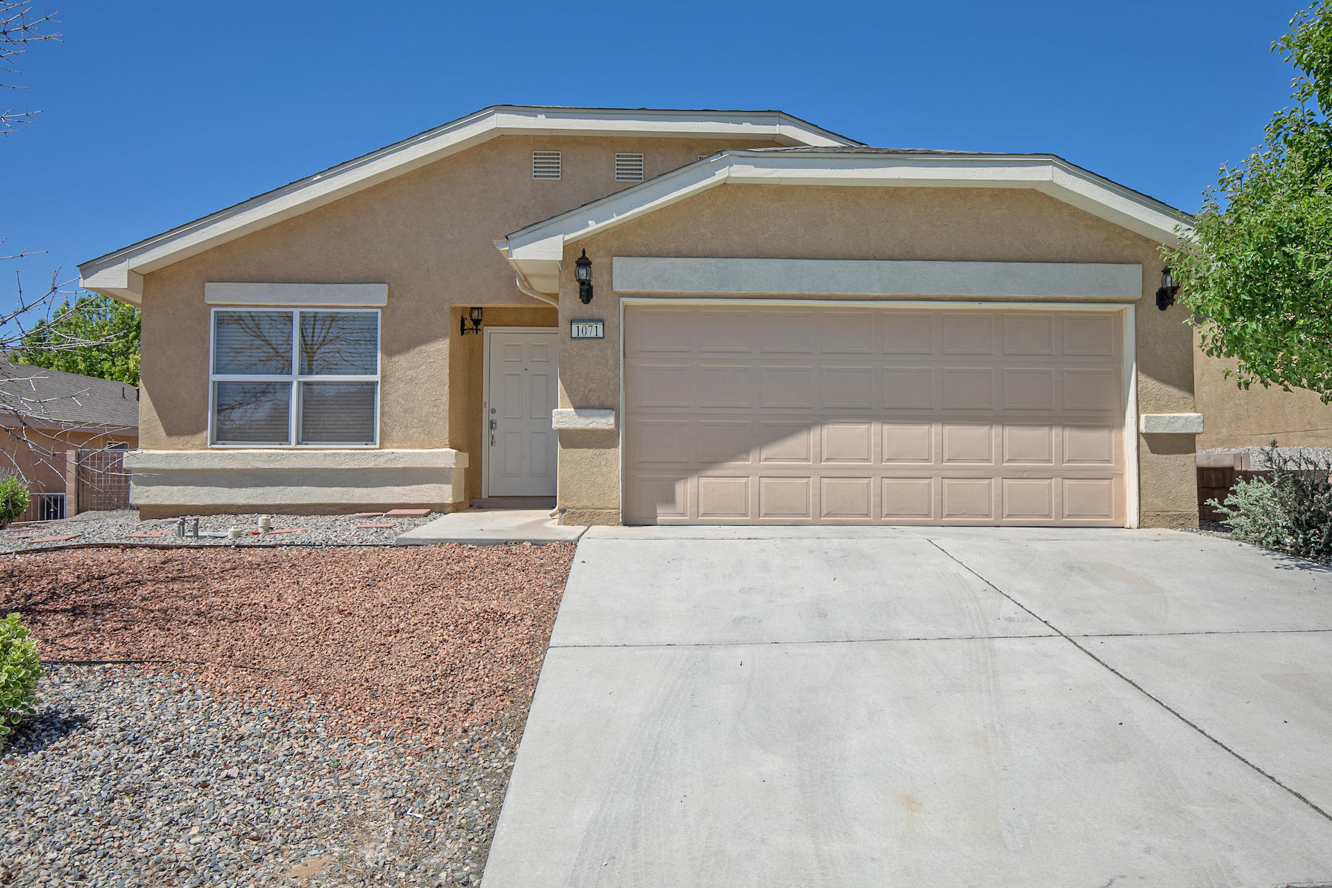 Beautiful 3 bedroom 2 bath home has an excellent location near schools, shopping and I-25. Complete with 1,600 square feet refrigerated air and all appliances included. Call today this home wont last long!