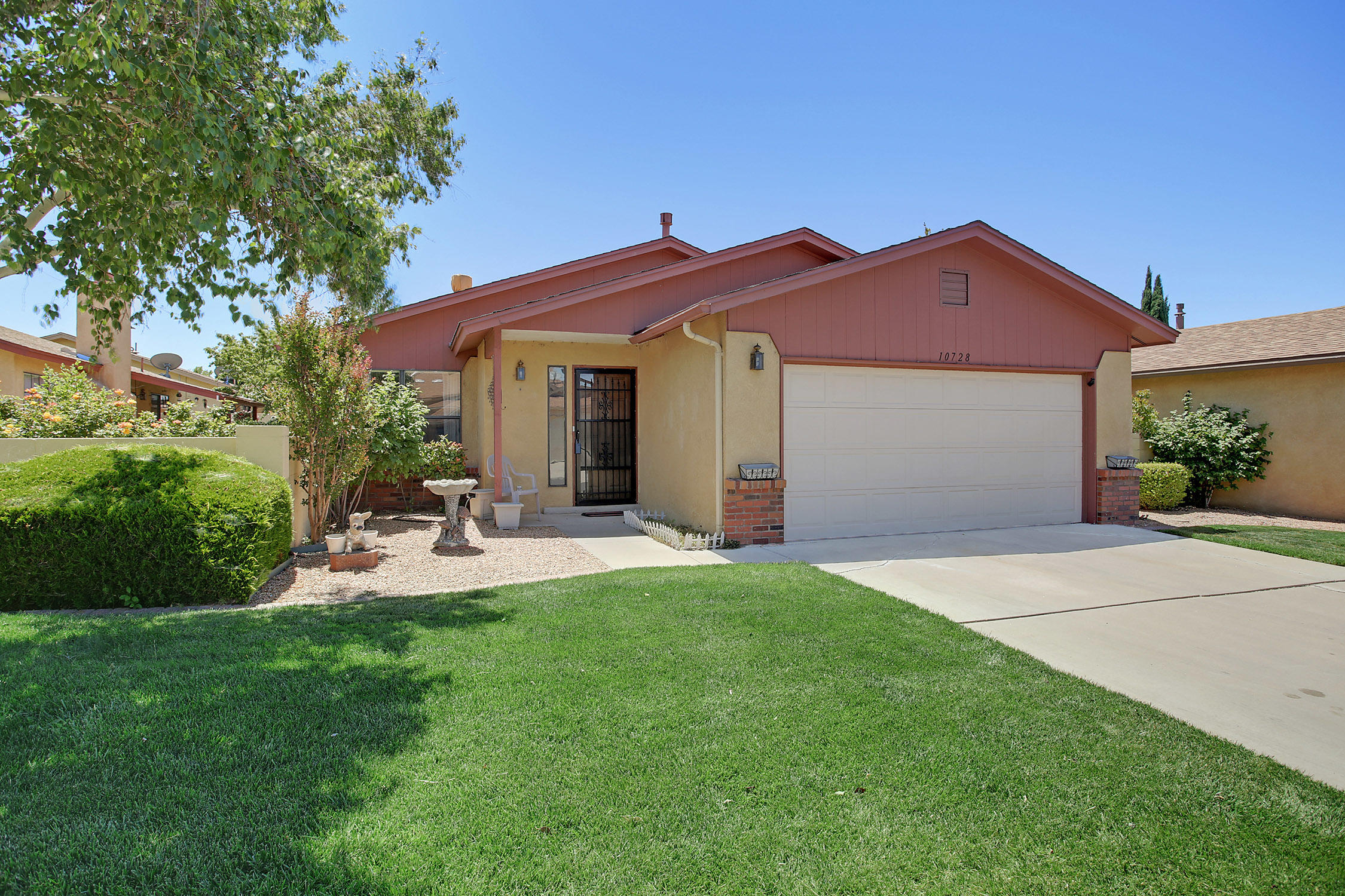 Wonderful 3 bedroom 2 bath single story home in gated community of Town Park. w Community pool, tennis court and trails, Open Bright floor plan with new refrigerated AC and Heat pump.  Vaulted ceiling, wood burning fireplace. Very well maintained Ready for new owner. Appliances Stay along with dining table and booth. Yard offers great spot for garden and has tasty pear tree  Land is Leased can be purchased from HOA ask for details.