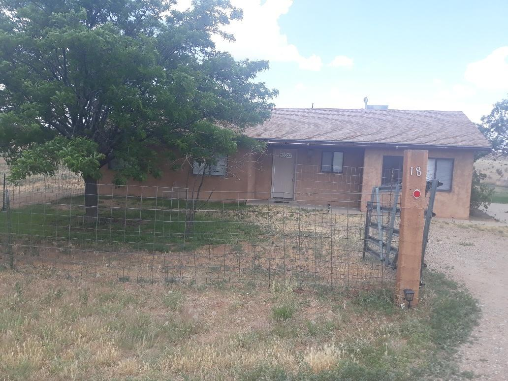 Spacious 4 bedroom home on 1 acre in Edgewood, updated kitchen, split floor plan. Laminate, and tile flooring, huge den with custom book shelves.Fenced and cross fenced with views for miles.
