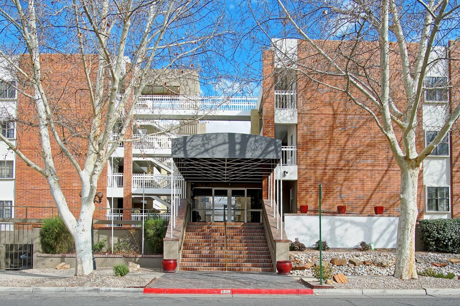Third floor unit with spectacular views of the mountains, the city lights and the west mesa from the balcony. With a great northern light and nice high ceilings you'll love all finishes to make this condominium reflect your style. Welcome Home to Park Place Condominium, Albuquerque's premier country club condominium living community.