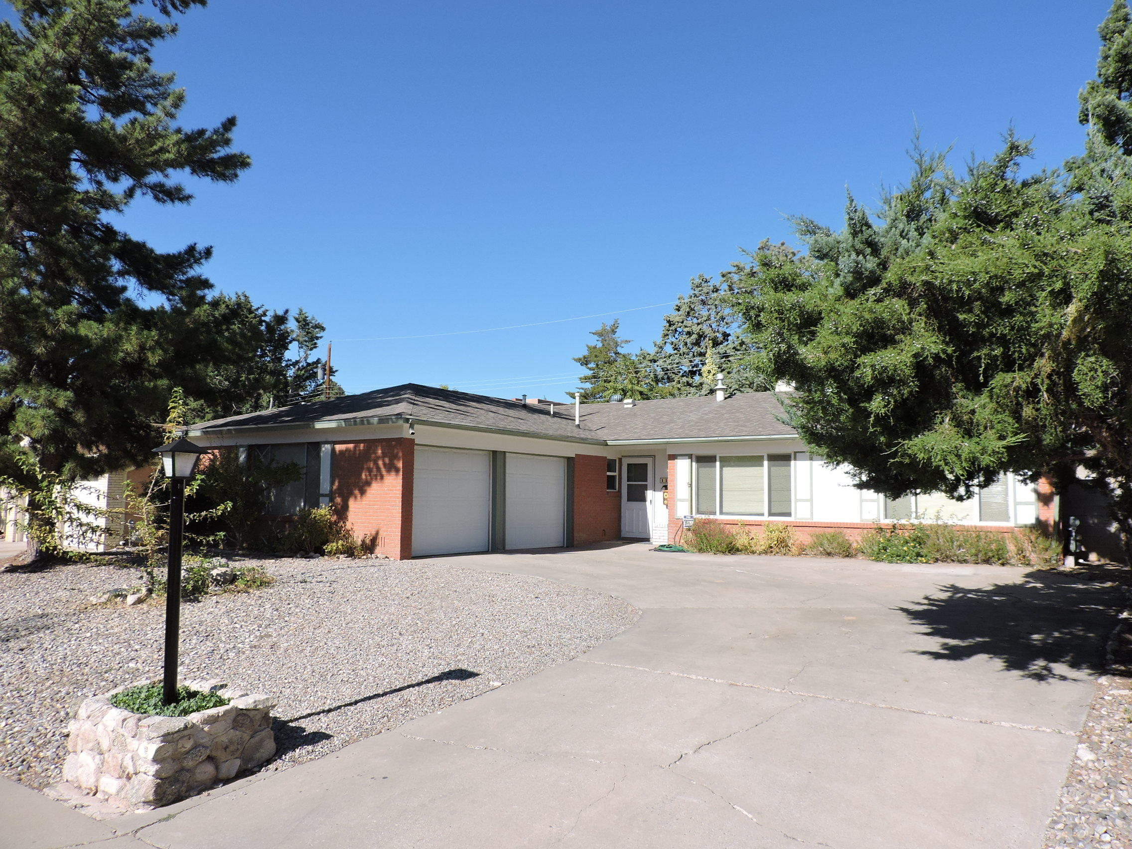 Great holiday park neighborhood, one story ranch home could use a little tlc. This desirable neighborhood is nearby many ammenities, easy access to highway, restaurants, grocery store and schools all nearby. Come see this home for yourself and bring your imagination for the potential it can become!  Offer now
