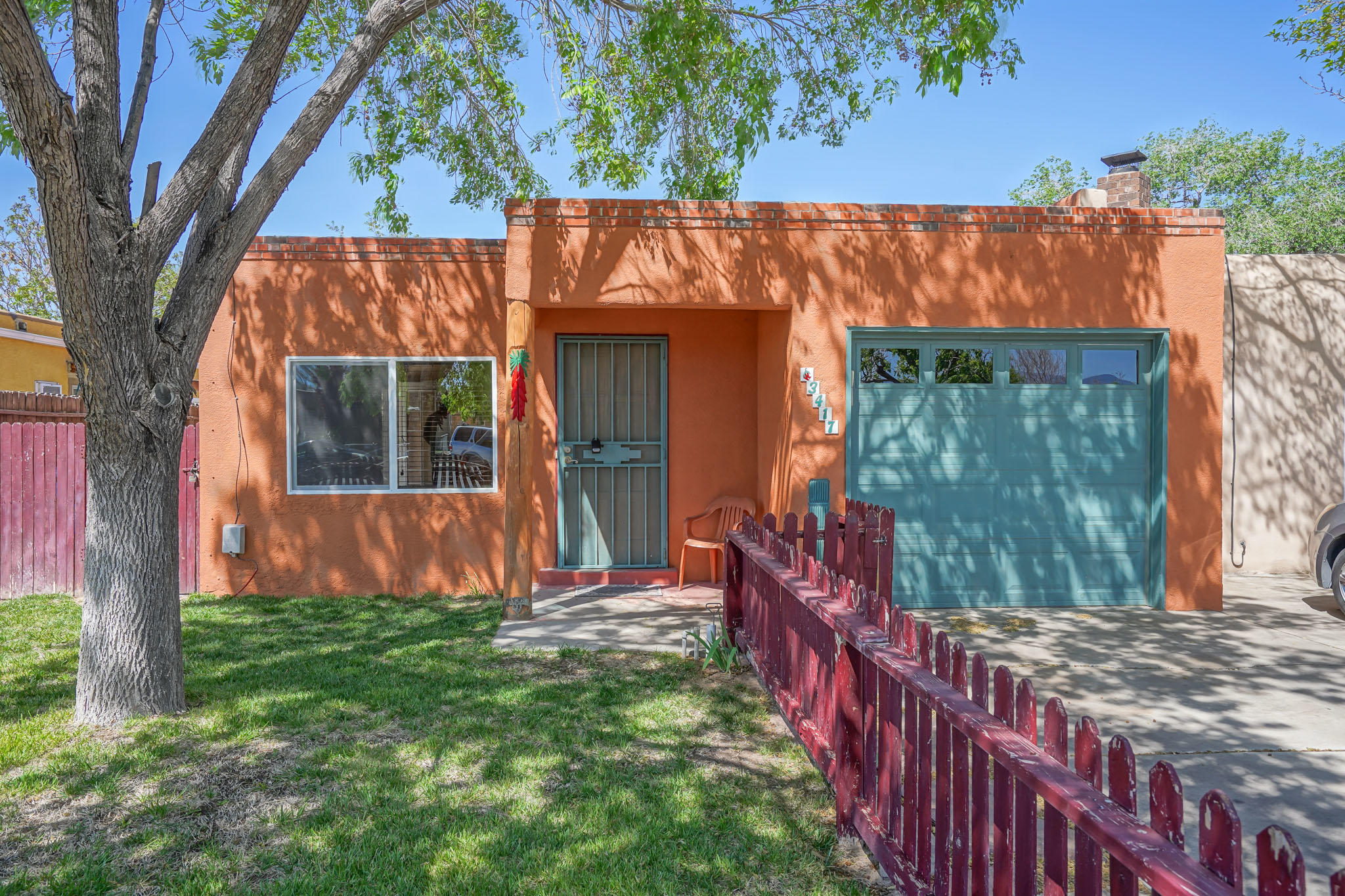 WILL NOT LAST!!!! Come see this 3 bedroom 2 bathroom immaculately maintained home nestled in the convenience of shopping centers, freeway access biking trails and entertainment!