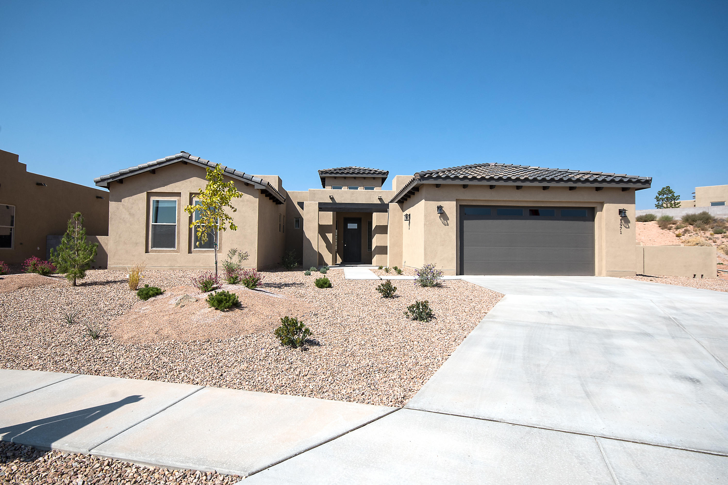 Completed and ready for an immediate move in buyer! Photos updated as of today! 10/3/2020.Located in the Gated section of Mariposa. This 'Sparkle Dunn' floor plan is a proven crowd pleaser... The open concept living area will wow you!  Gourmet kitchen boasts with beautiful cabinetry and and a back splash to compliment the built in Stainless Steel appliances.Floor Plan is in the document section of this listing.