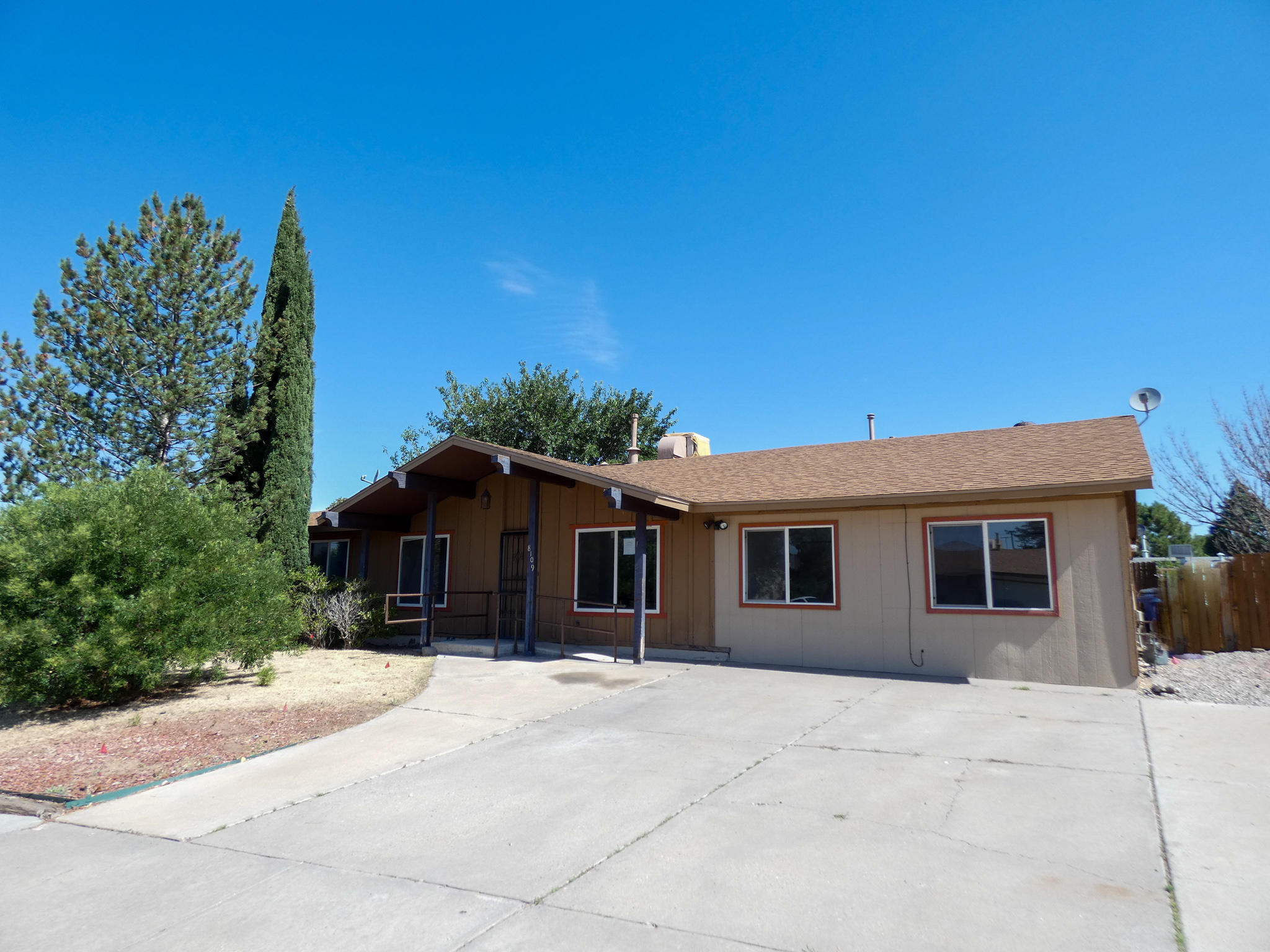 Conveniently located, close to restaurants, parks and shopping. Owner occupant bids accepted thru 7/9/2020  @ 10:59 PM MST. HUD homes are Sold As Is. No pre closing repairs or payments will be made for any reason. Home is insurable for FHA financing. For Utility Turn Ons: Approval must be granted in advance from HUDs Field Svc Mgr. In cases where plumbing deficiencies exist approval for water turn on may be denied. Review PCR for utility turn on information. PCR is not to be relied upon in lieu of a home inspection. ''Insurability subject to buyer's new appraisal.'' Equal Housing Opportunity $100 down payment on this HUD Home if financed with FHA-insured financing for Owner Occupant buyers.
