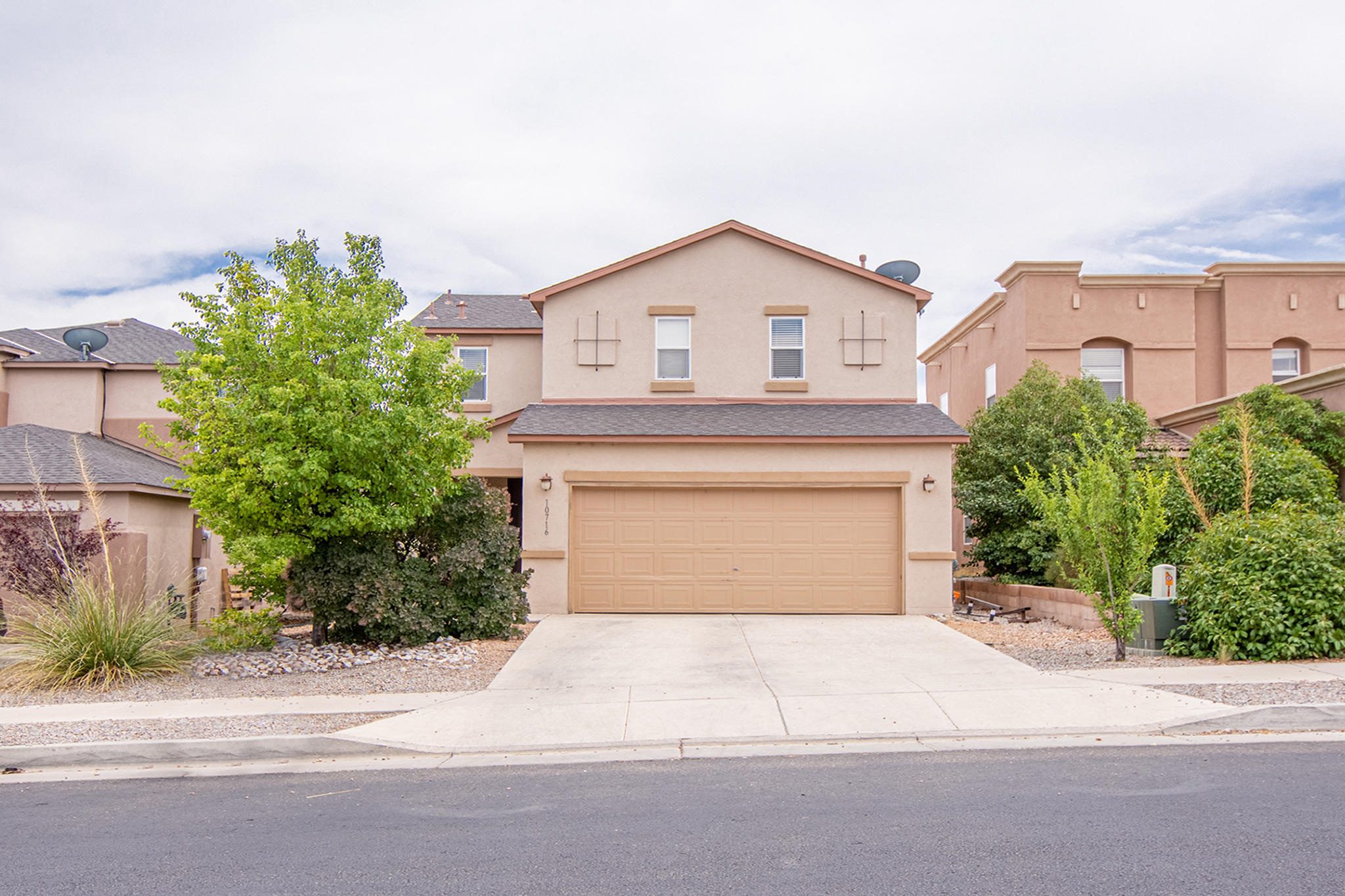 NEED 24 HOUR NOTICE TO VIEW HOME.  TENANT OCCUPIED.Gated community.3 bedroom, 3 bath home. 2 stories. 2 car garage.  Open room concept. All bedrooms are upstairs. Walk in closet in master bedroom.