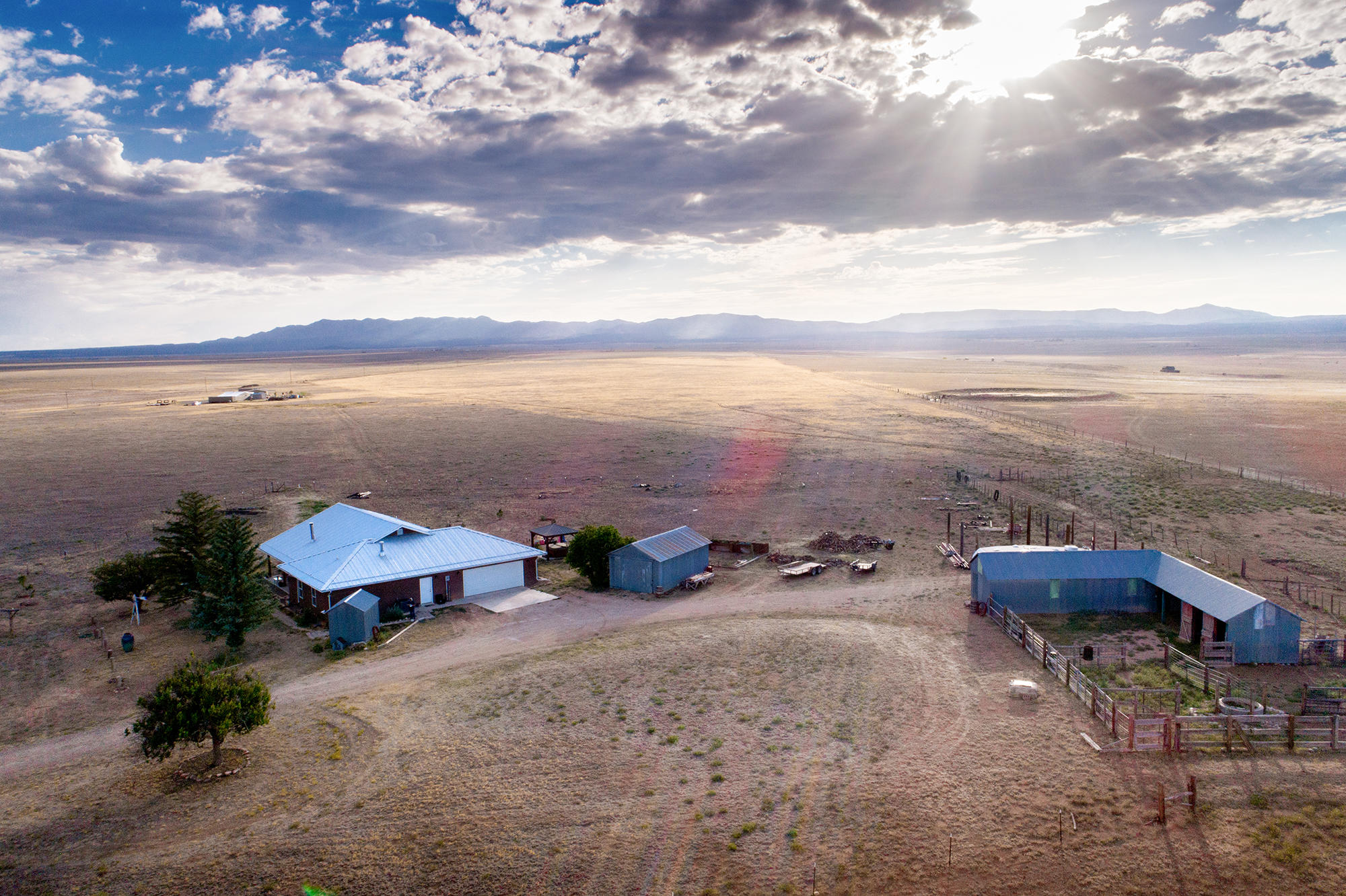 Beautiful custom ranch house in the  Estancia area on 39.49 Acres*Mtn  view with GORG sunrise & sunsets*Open flr plan to the kitch, grt rm, & BKFST area*High ceilings & lots of windows makes this home bright & cheerful*Entertainers delight kitchen, with new granite counter tops, natural gas stove, large walk-in pantry*Large granite conversation island*Abundant of maple cabinets & draws.Spacious great room for large groups.  Mst brm which is sep from the other bds, has large walk-in closet.  Mst BA with his & her sinks, garden tub & sep shower*Refrigerated air, radiant flr heating (duel heating options)*Tile throughout*Above ground well house*Hot tub*15.5x50 barn w/3 doors*Guest House (MFH) has sep dri west of prop grt 4 family member or..