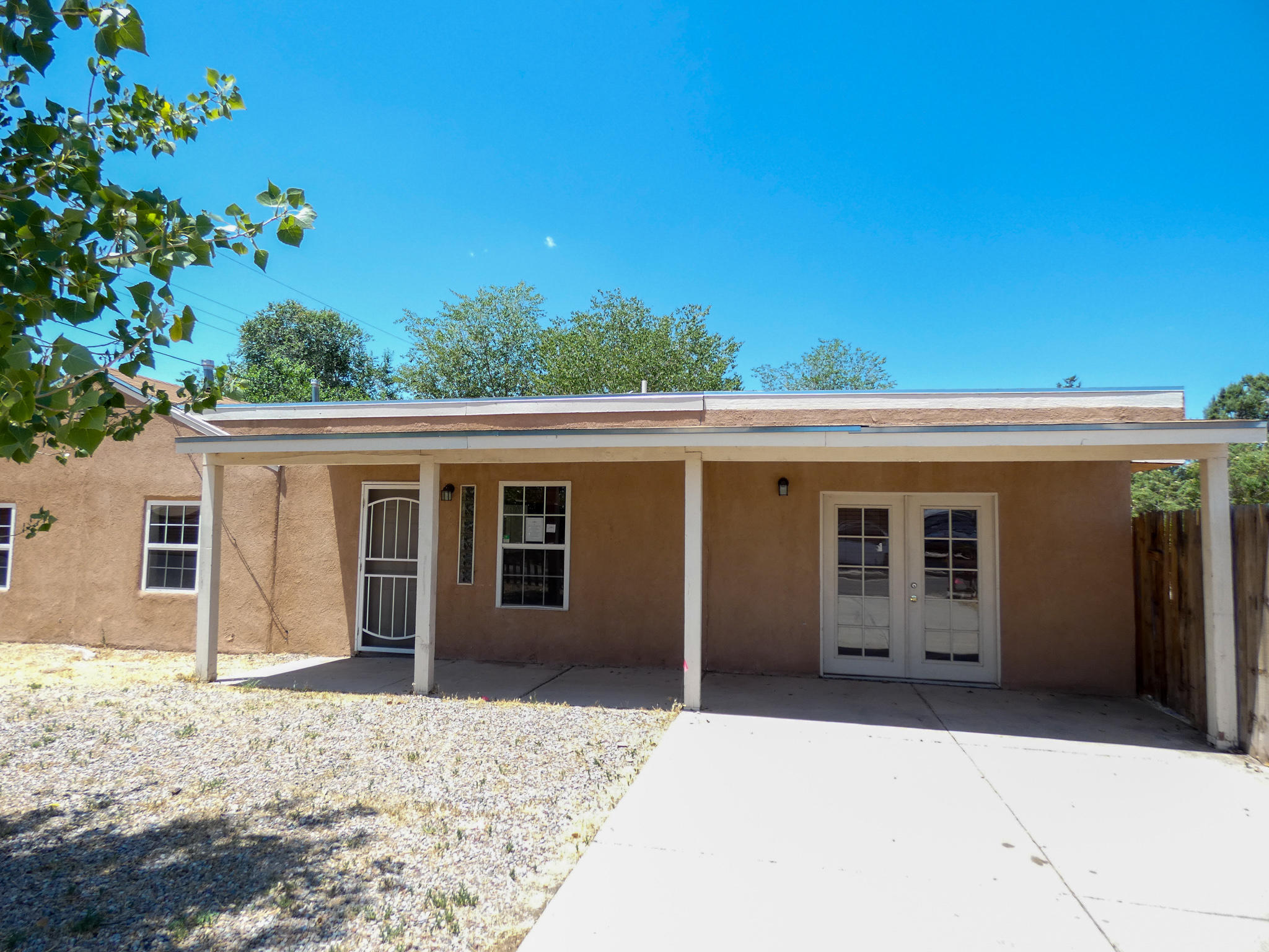 Conveniently located, close to restaurants, and shopping. Large Corner lot centrally located to downtown and interstate.Owner occupant bids accepted thru 7/16/2020 @ 10:59 PM MST. HUD homes are Sold As Is. No pre closing repairs or payments will be made for any reason. Home is insurable for FHA financing. For Utility Turn Ons: Approval must be granted in advance from HUDs Field Svc Mgr. In cases where plumbing deficiencies exist approval for water turn on may be denied. Review PCR for utility turn on information. PCR is not to be relied upon in lieu of a home inspection. ''Insurability subject to buyer's new appraisal.'' Equal Housing Opportunity $100 down payment on this HUD Home if financed with FHA-insured financing for Owner Occupant buyers.