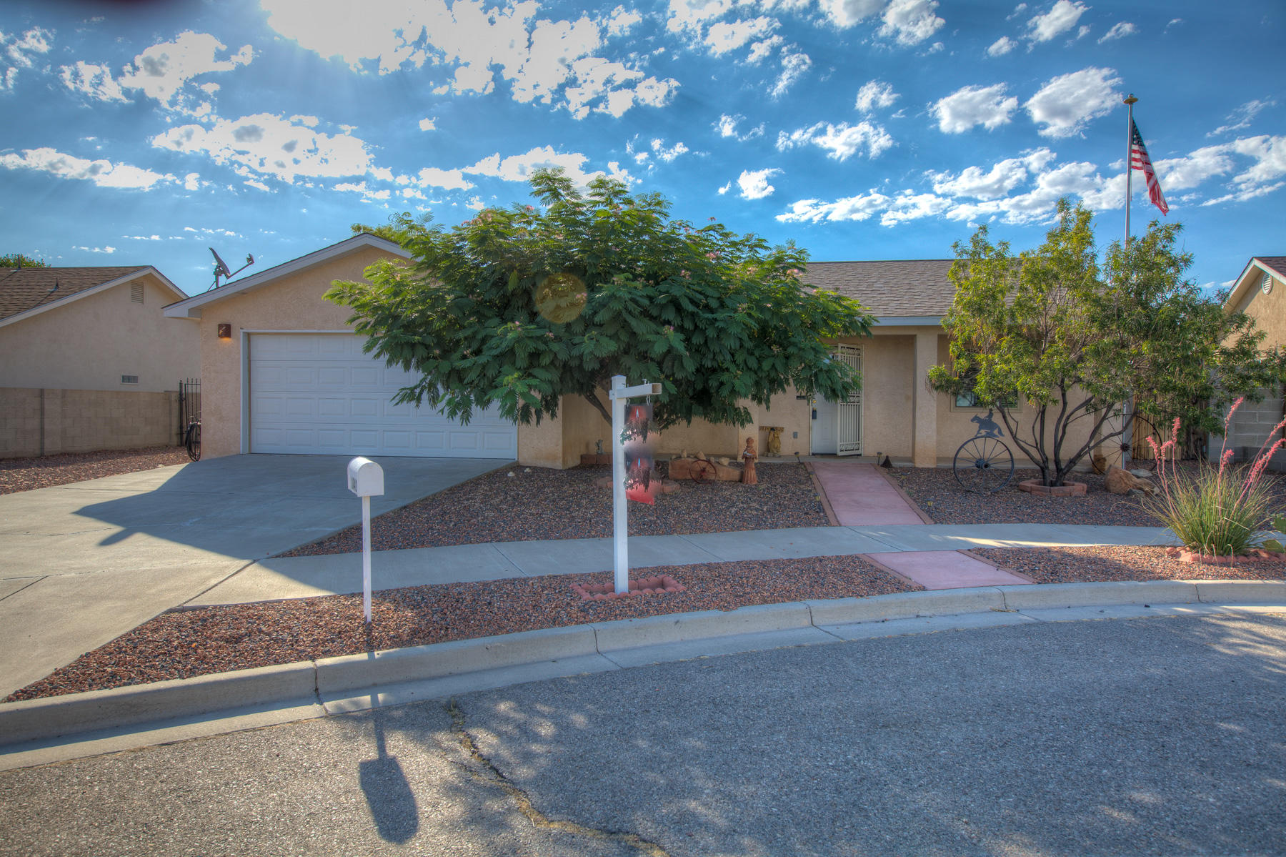 Fantastic opportunity to own a beautiful single story home in Los Lunas. Close to town and easy freeway access. Enjoy this 3 bedroom 1.75 bath home. Recently updated with refrigerated A/C. Move in ready