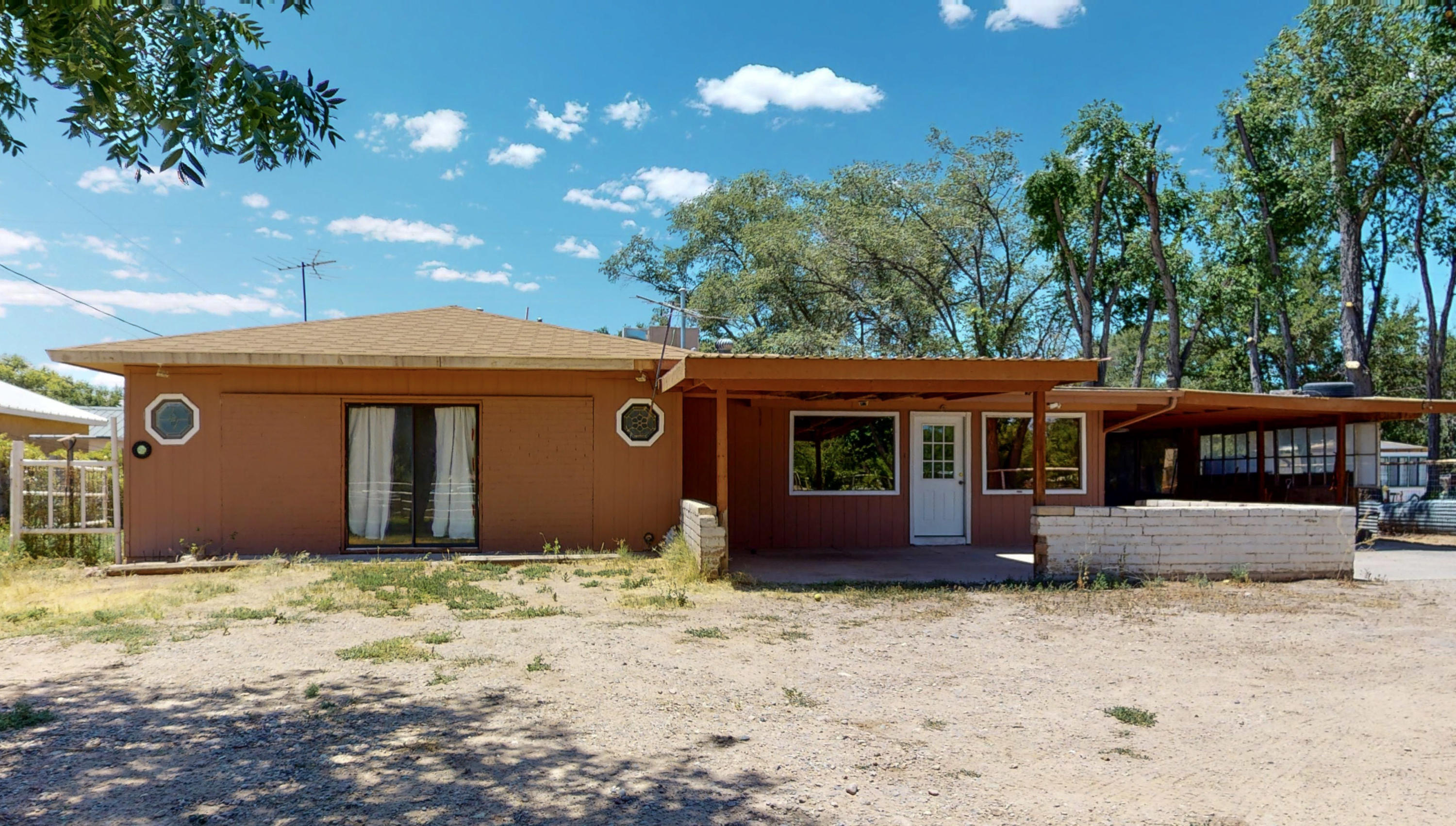 BACK ON THE MARKET, SELLER IS ONLY TAKING CASH BUYERSTake a look of this lovely single story home, with two living areas, this property features a possible 4th bedroom, 3 bathrooms and is on almost .50 of acre.Schedule your showing today!!!