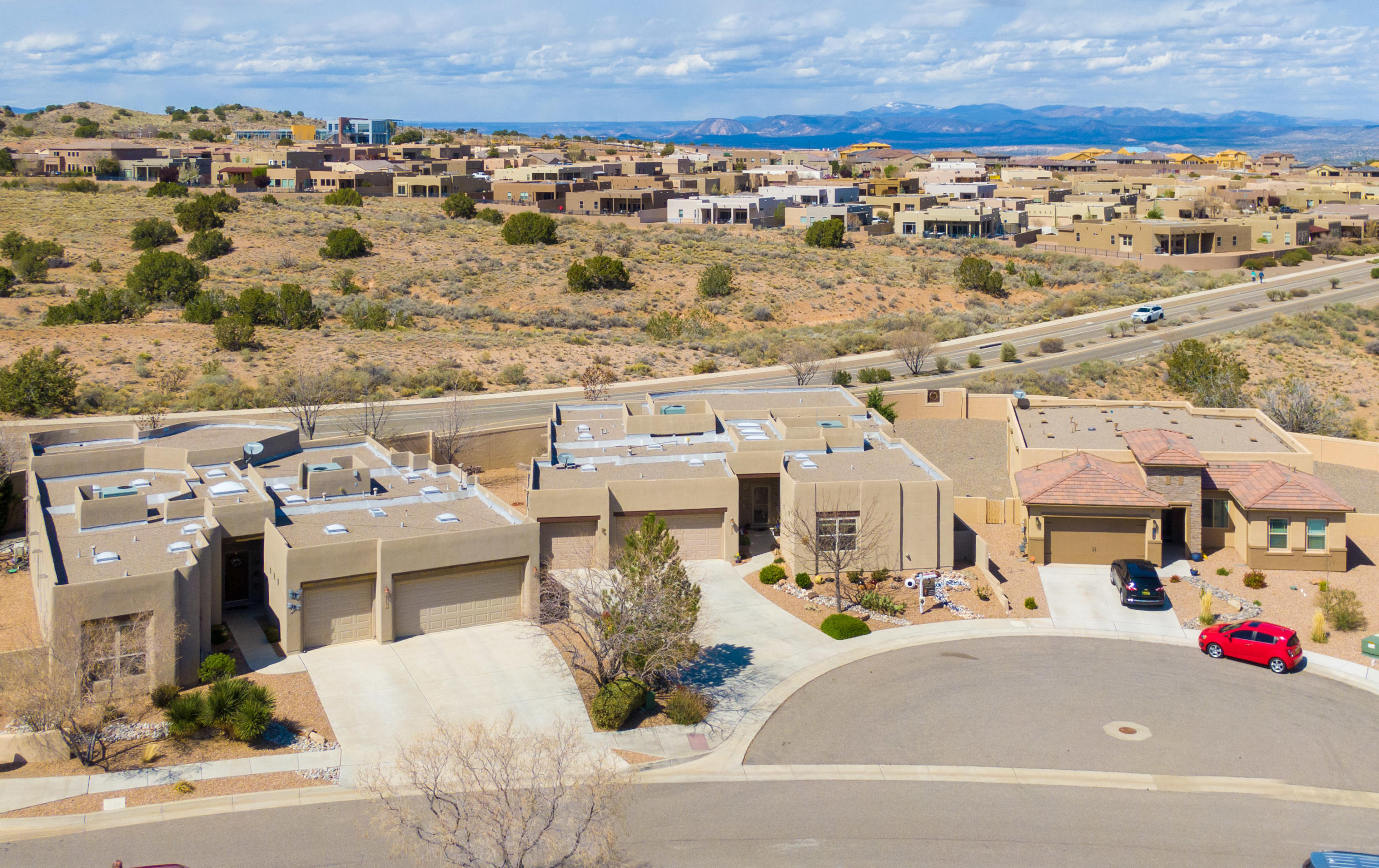 FABULOUS SCOTT PATRICK HOME MOVE IN READY!Check out our 3D and Video Tours! Home offers a versatile floor plan with many amenities and upgrades! Bright and open with lots of natural light. House features a Chef's Inspired Kitchen with granite counter tops and separate Island, Wide open entry! Multiple skylights throughout provide lots of natural light and brightness in all the rooms, especially the living and dining rooms! Lots of windows! *2018 New Dishwasher, Stove, Garbage Disposal, Washer/Dryer *2018 installed gas line for dryer *2018 Lots of Refrigerator *2019 Installed pull out shelves in most of the kitchen cabinets *2019 garden wall in backyard *2019 Installed Walk-in Shower with Fold Down Seat.