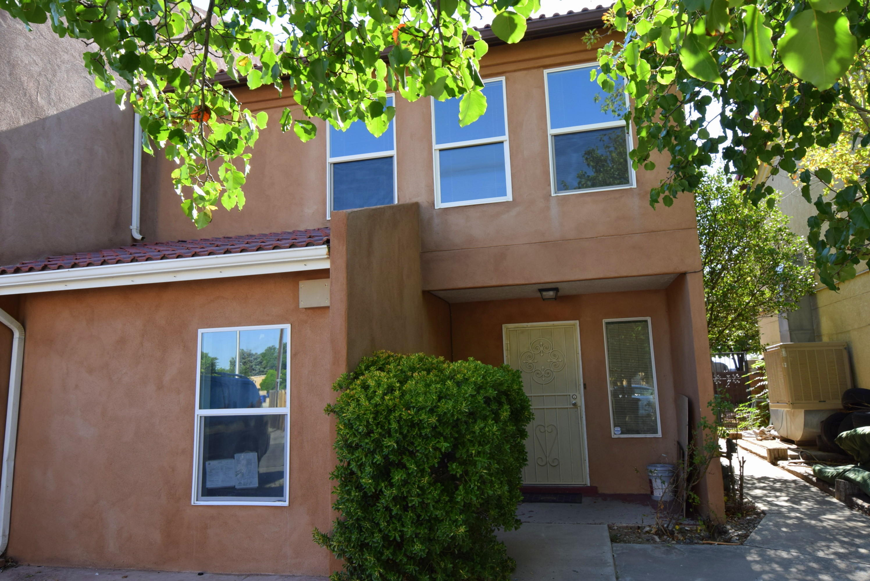 Great North Valley townhouse in a  great location at a great price with many upgrades.  Full remodeled home with granite counter tops, fresh new paint, 18 inch tile, wood laminate throughout the home, a classy wood fireplace.  4th bedroom added downstairs.  Within minutes from freeway access, shopping centers, restaurants, gyms and very close to Ladera Golf Course.  A must see, won't last long.  Come and make this home yours!