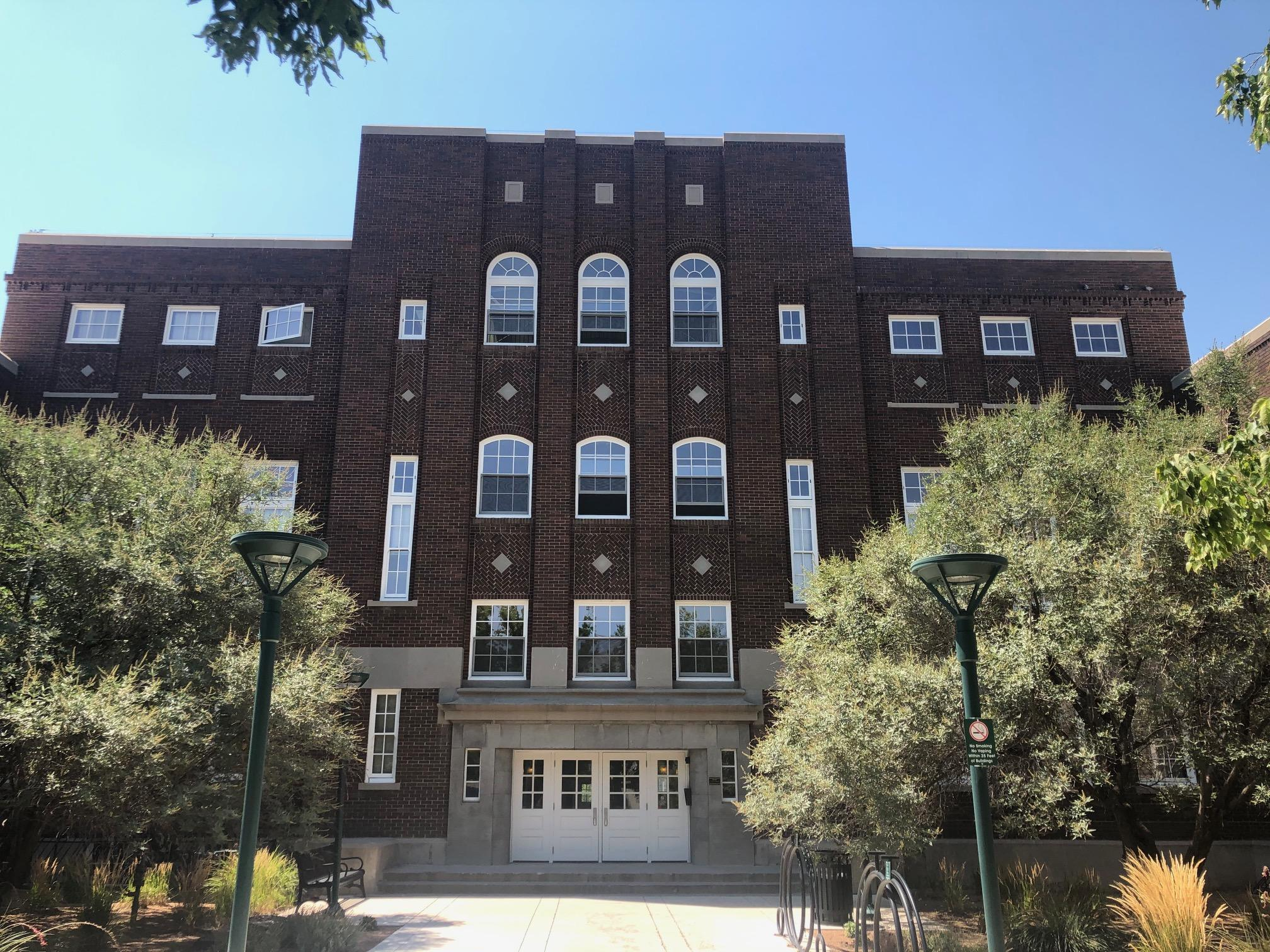 Albuquerque High Gym Lofts top floor unit. Large East facing windows feature abundant light in the mornings and shade in the evenings. Kitchen with island and stainless appliances.  Secure living with fenced court yard, electronic entry, gym, laundry facility and open sitting areas both inside and out.