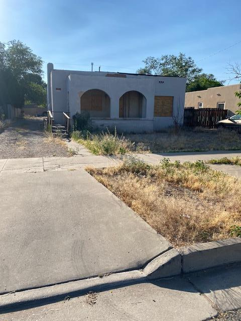 This home could possibly be fixed up, but more likely it's just a great lot. Right in the heart of Nob Hill, build (or rebuild) your dream home.This is cash only or construction loan. Not livable in current condition.