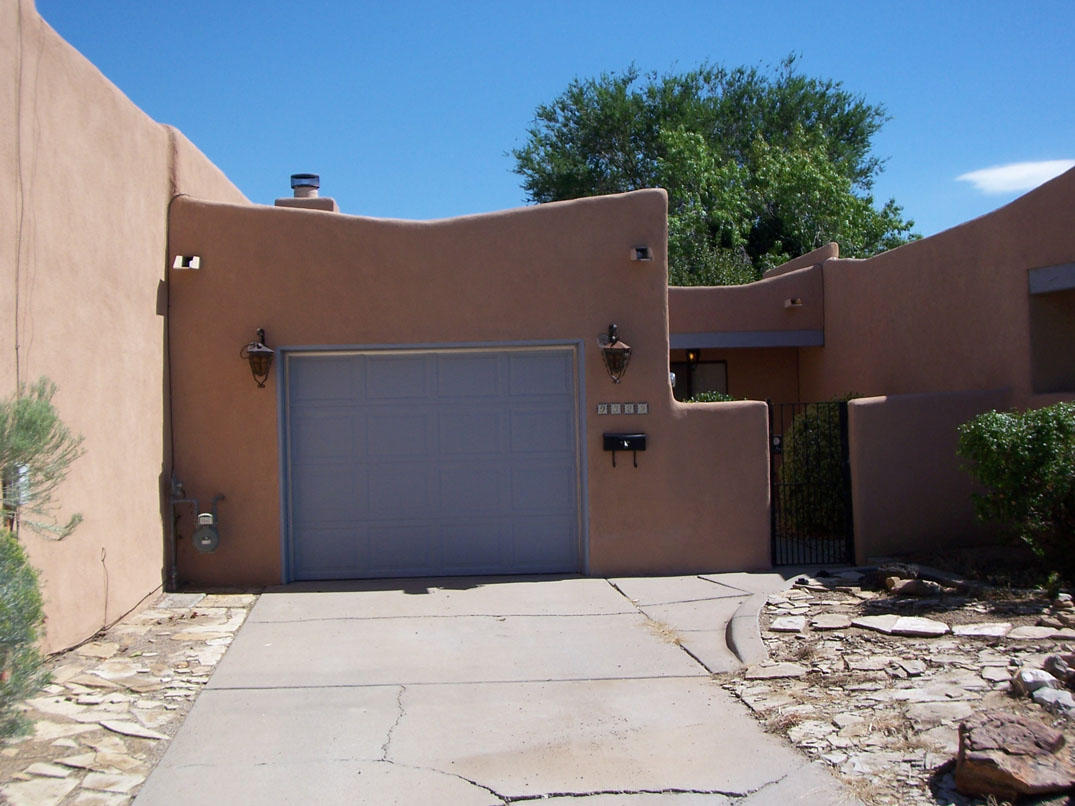 Terrific location, nothing else like it on the market right now. Updated with refrigerated A/C, workshop garage and storage shed. Large eat-in kitchen/dining area and lots of cabinets. Private gate access to arroyo bike/hike trail. This place sells itself, act FAST!