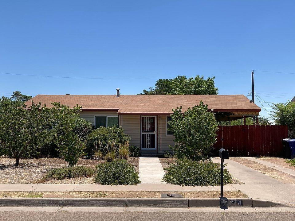 Cozy north valley home in great location off Indian school and 12th street. Refrigerated air furnace combo unit. Come and see this home before its gone!