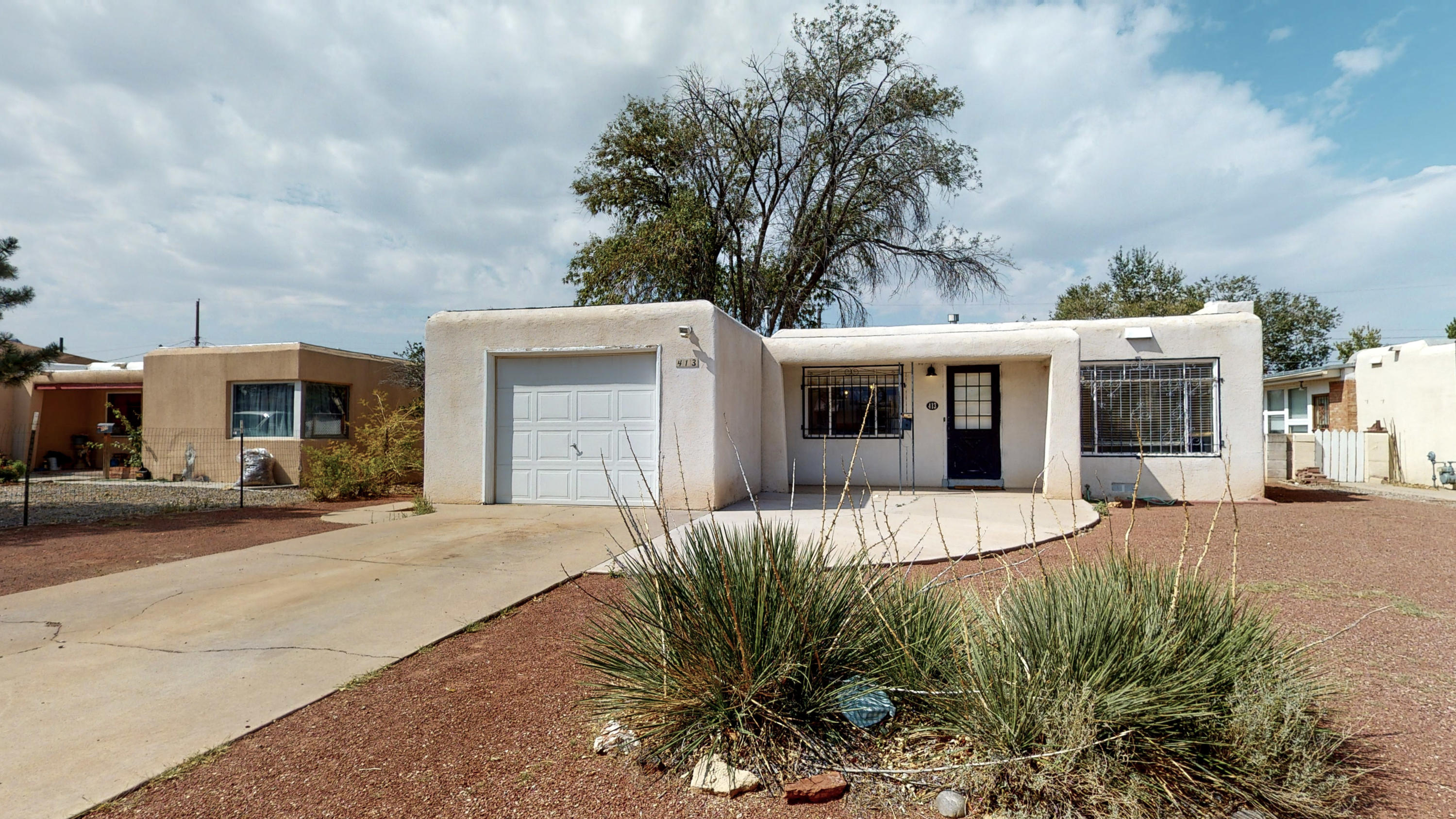 This home features Hardwood floors, fireplace, Open floorplan!  Built in storage in bedrooms.  Great area... Close to Freeway and lots of  shopping and Resturaunts.   Glass cooktop in Kitchen.