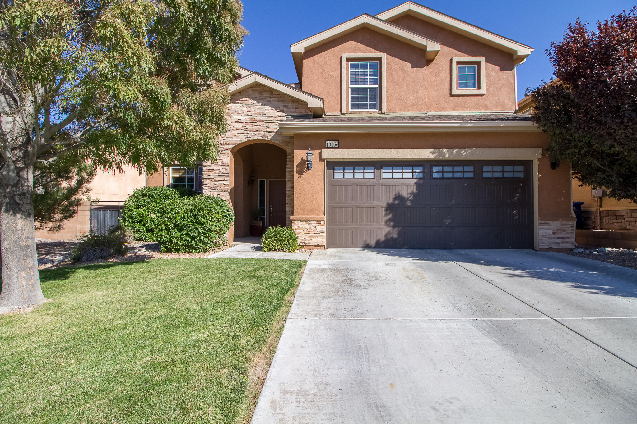 This Beautiful Pulte home in the Gated Community of Ventana Vista. The Home offers High ceilings, an open floor plan, newer flooring ,and the 4th bedroom is on the main level. Take a look at the Over sized epoxied garage, newer insulated garage door with WiFi garage door opener- room for 2 vehicles and toys! Side yard access for more! Relax and enjoy your East facing covered patio in the in the large back yard.