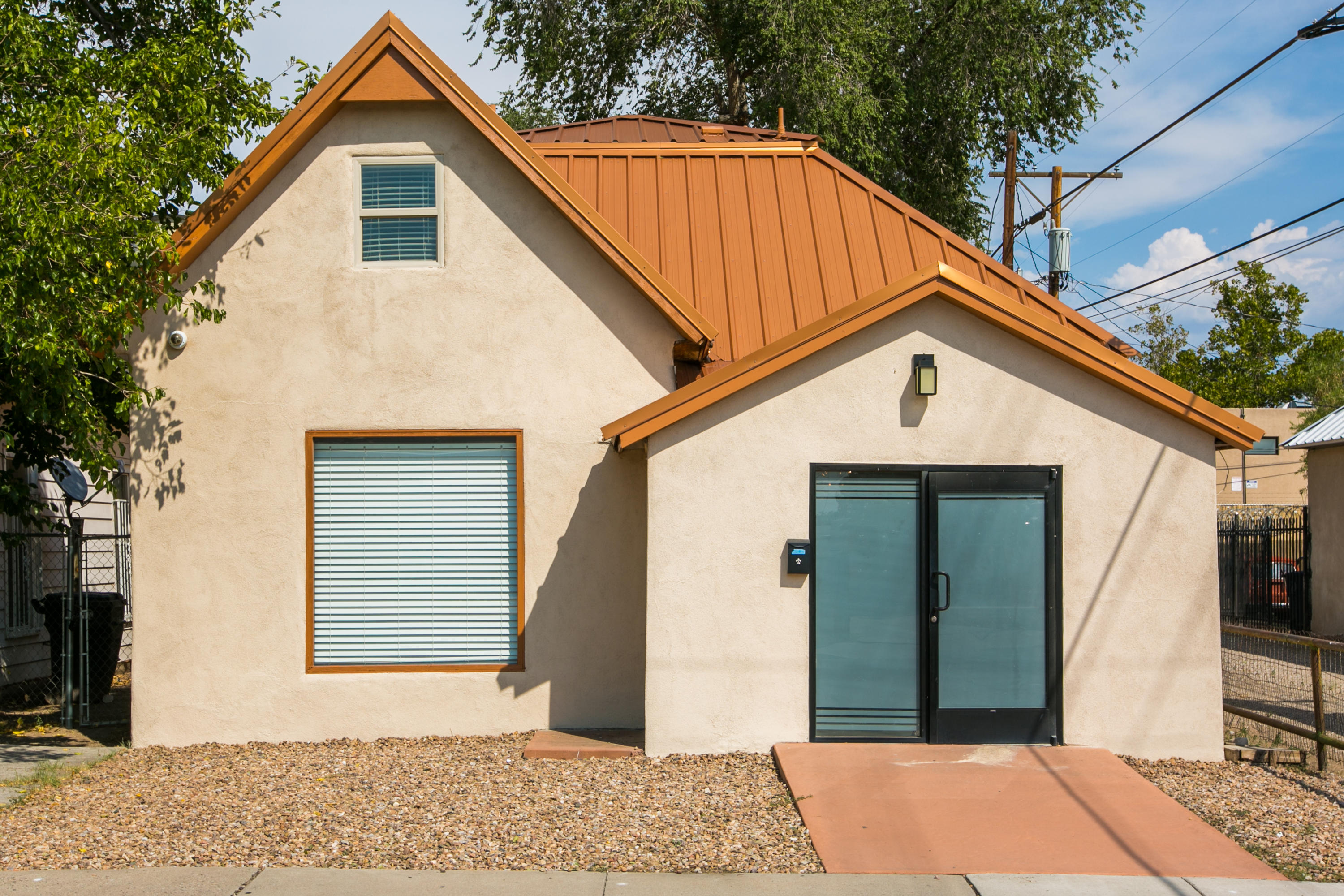 Whether you are looking for affordable work/live space, owning your own office or gallery space or diversifying your RE portfolio into both residential & commercial markets - this may be the property for you. Let your imagination run wild - art gallery, vacation rental, law firm. Salon. Located .07miles from the heart of downtown ABQ this live/workspace has a driveway, on street parking & shares closed alley. Modern finishes: metal roof, refrigerated air, granite countertops, sleek lacquer cabinets, tile accents, recessed & brushed nickel fixtures/ceiling fans, gleaming white smooth textured walls, in vogue durable epoxy painted floors look like polished concrete, 2 remodeled baths, vinyl windows& freshly painted exterior. Current configuration has an open concept main level,