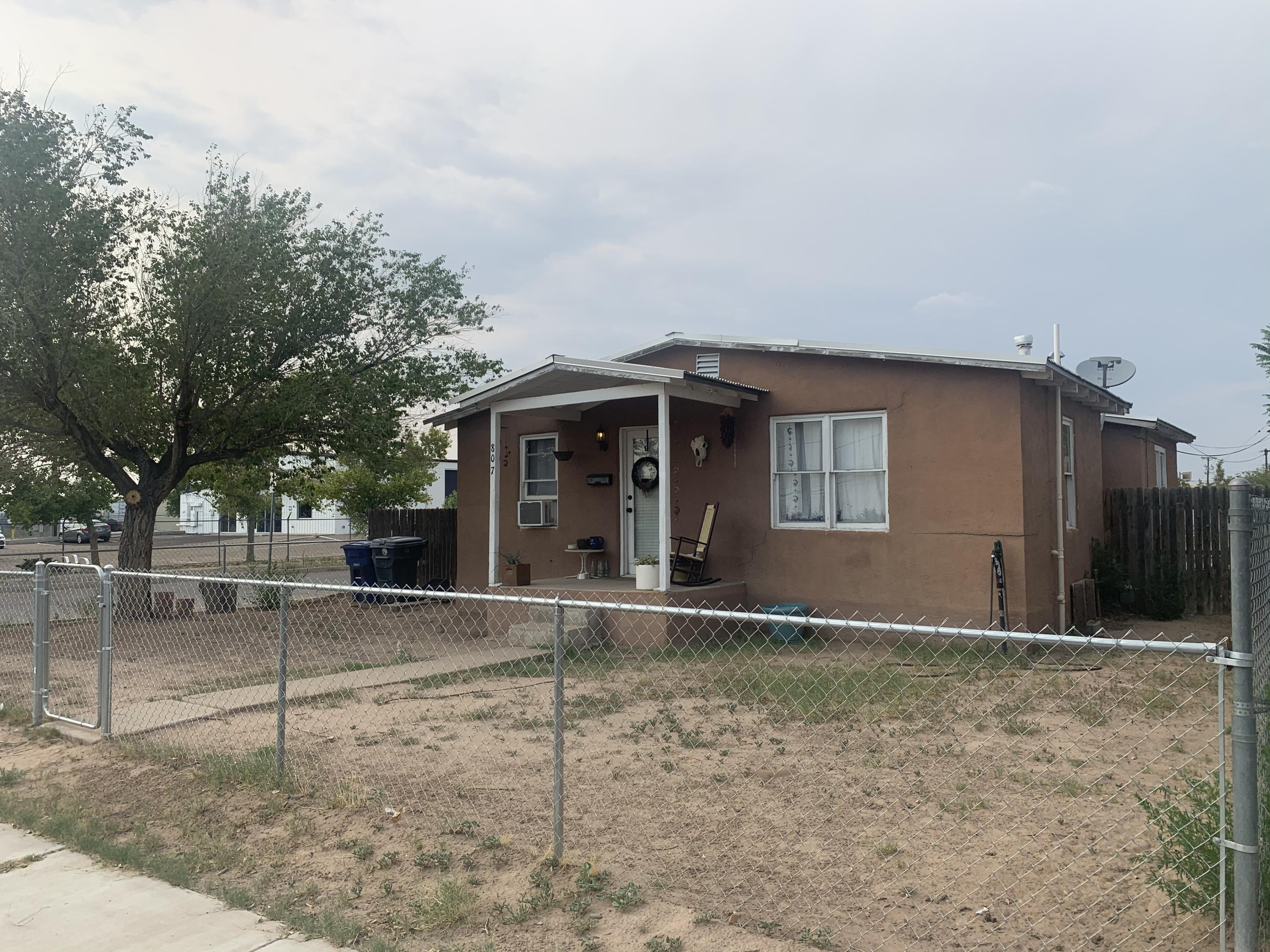 Great starter home or rental unit in the Wells Park/Sawmill Downtown area. Lots of room for improvements in this upcoming area. There is a package deal including MLS #975031 and #975184 for investors and developers that has huge potential. Call your realtor or the listing agent for details.