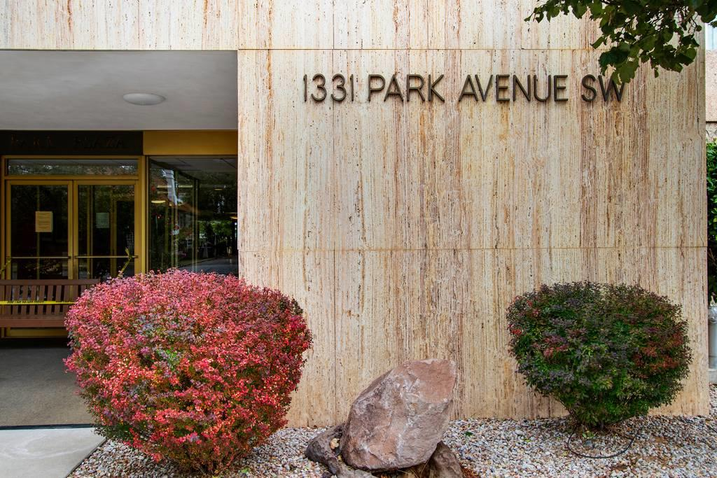 1 bedroom 1 bath condo situated within walking distance of both downtown and Old Town.  Bright and airy living space with updated, floor-to-ceiling, sliding glass doors that open wide to create an indoor/outdoor living experience with sunset views.  Parquet wood floor and unique light fixtures give a nod to the Mid-century aesthetic of the building. Updated blinds, stainless steel stove/oven and refrigerator convey.  Rader Awnings installed in 2019 help keep the space cool and shaded as the afternoon sun descends.  Close to restaurants, bars and taprooms; Albuquerque Country Club; Tingley Beach and Bosque Trail; ABQ BioPark-Zoo and more.