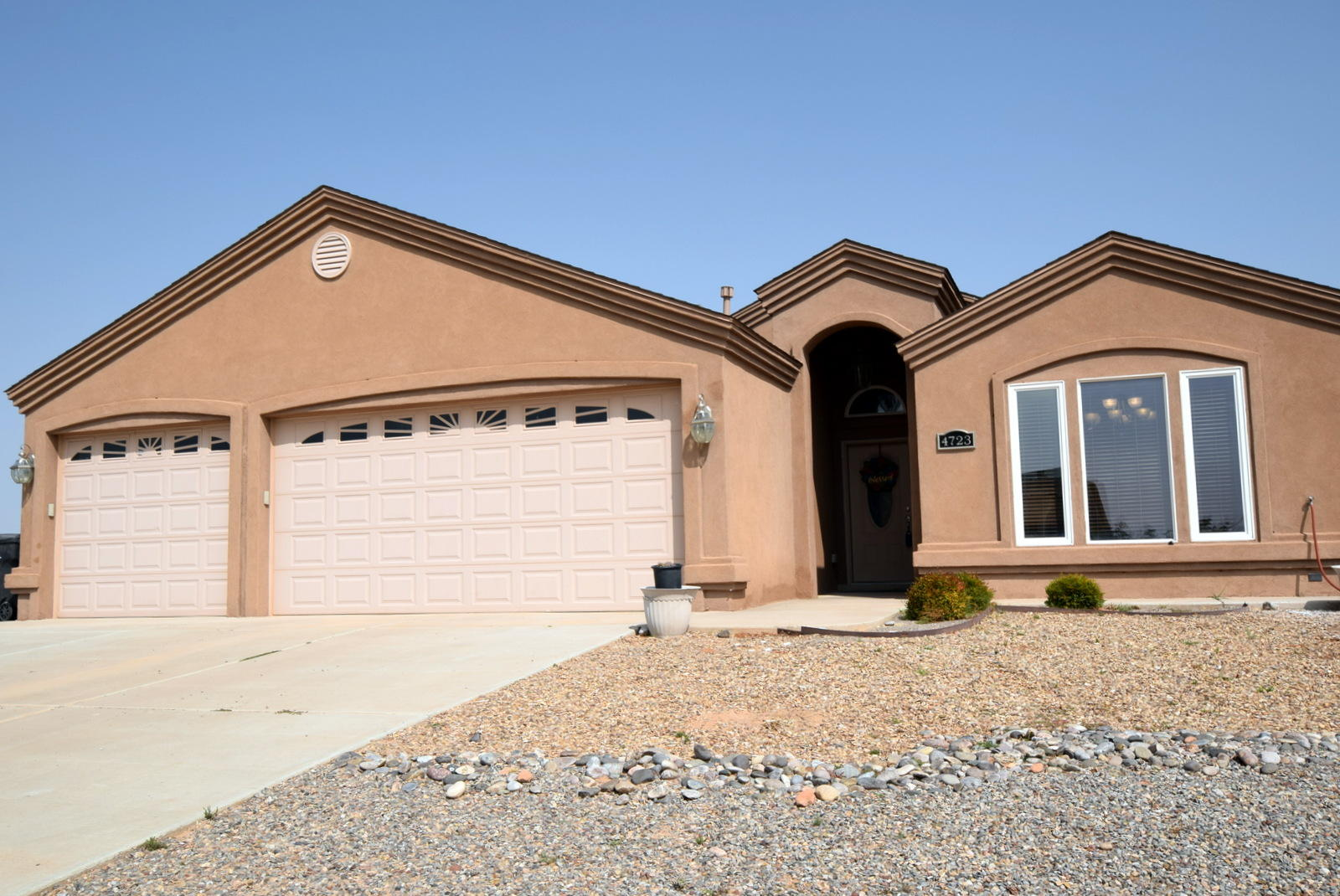 Gorgeous custom home in the heart of Rio Rancho Estates. Light and bright on a half acre w/beautiful granite counters, stainless appliances, abundant cabinetry and breakfast bar.  Enjoy entertaining as you move through the open floor plan from the kitchen, great room,on to the outside large  covered patio. The great room has vaulted ceiling, fireplace and tile floors.  Large master has bath with jetted tub, separate shower and double sinks. Two bedrooms with full bath separate from the master. Oversized 3 car garage and laundry in it's own room. Custom blinds throughout, landscaped front and backyards COME SEE, you will love the home. Preferred closing with Debbie Hennig at Stewart Title.