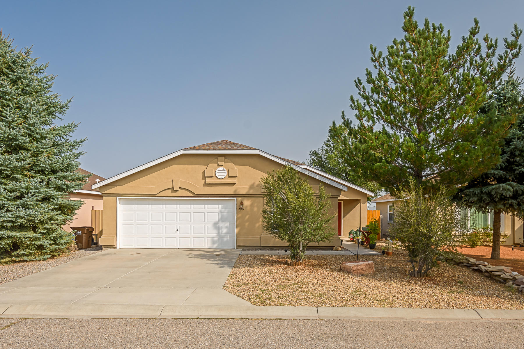 Immaculate Home 30 Minutes From Albuquerque. This House Is Absolutely Spotless! Stainless Steel Kitchen Appliances. Refrigerated Air Conditioning. Vaulted Ceilings. Thermal Double Pane Windows. Finished Garage. Schedule Your Showing Today! This Is A Great Place To Call Home!