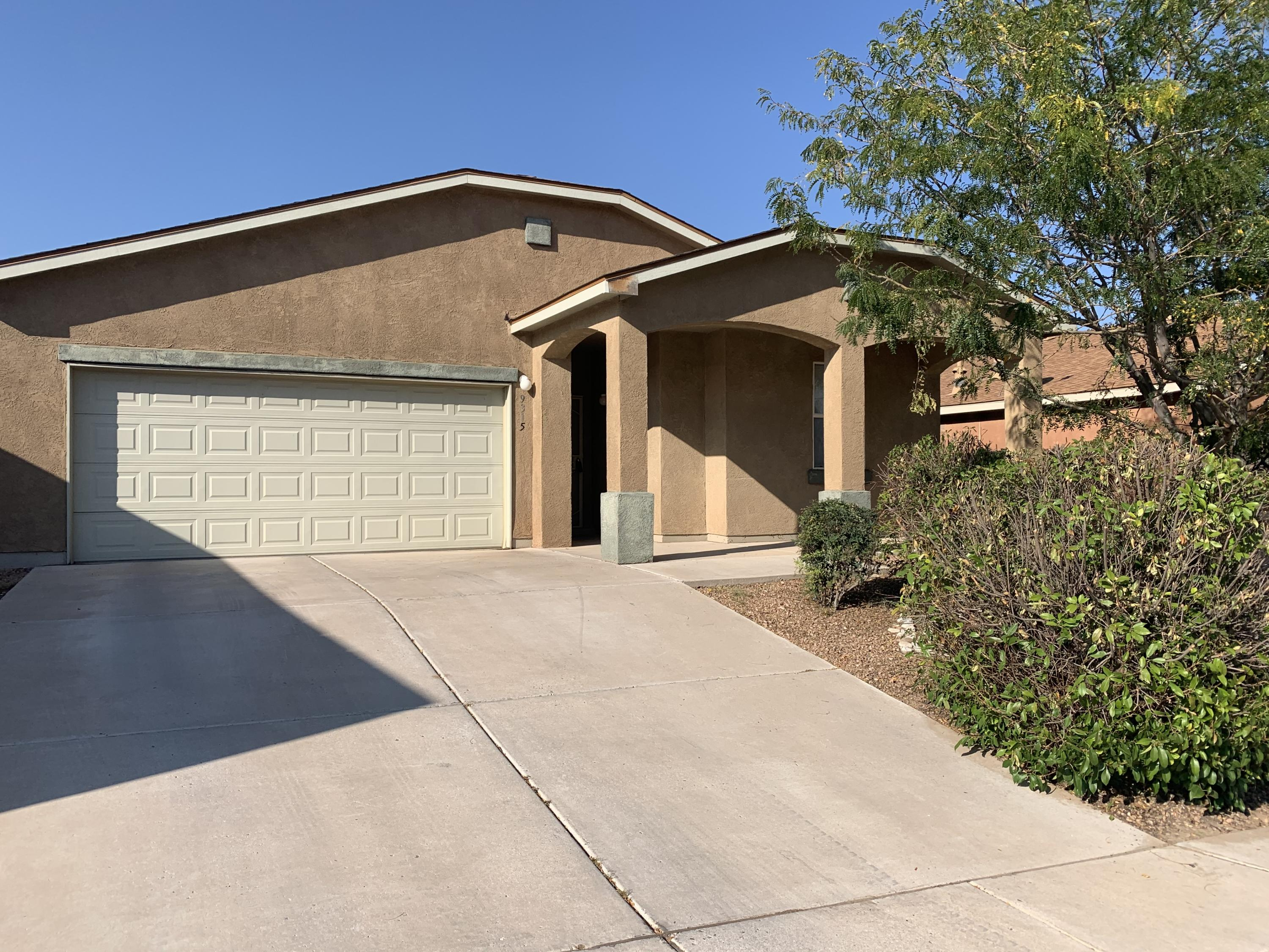 Open concept floorplan with raised ceilings, ceramic tile, decorative nichos, open kitchen with separate dining area, large master bedroom on a great lot!
