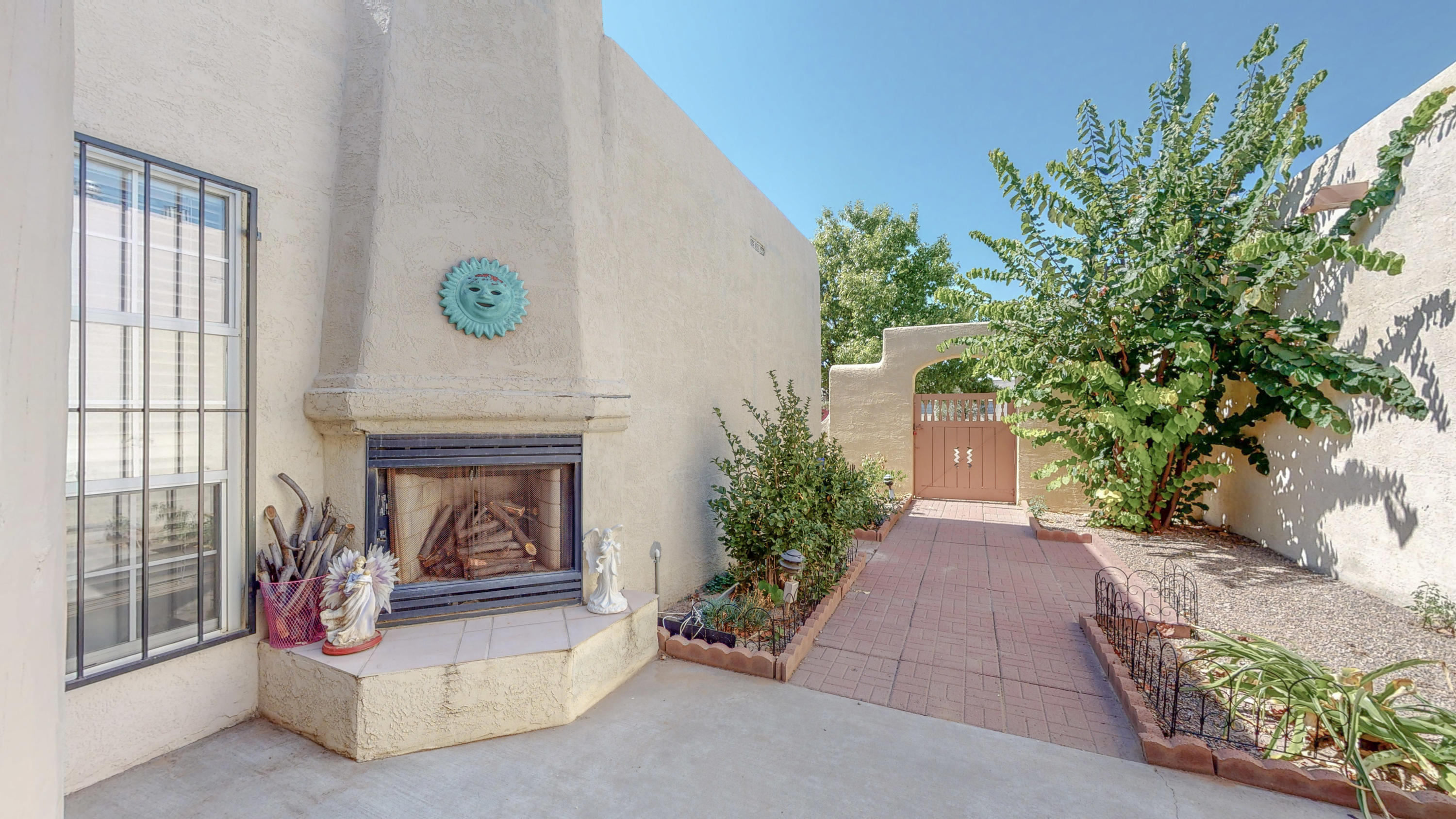 Golf Course corner lot home! Move in ready. Home has extra office space of storage in garage. Sunken living room with gas fire place. Ceramic title throughout home. Private courtyard with kiva fireplace. Backyard patio with spacious yard.