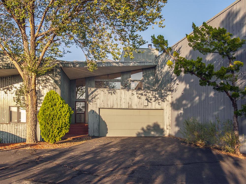 Live a unique lifestyle in one of the most sought after areas of Albuquerque!  Relax at home, and enjoy beautiful views of the Sandias on one side of the upper floor of this unit and the sunset on the other, both from lovely decks. (or if it's winter..stay inside by the fireplace and enjoy the same views!) The lower floor Master BR has a small patio with views of the Sandias as well. Live in Sandia Heights, which is known for its abundant hiking, biking, and wildlife sightings.  Or, you can ice skate at the arena next door, or sip a beverage while eating BBQ from The County Line Restaurant, just a minute or so away.  Or, ride the Tram only 5 minutes away!  And all of this is only about 10 min from I 25 and 15 min from I 40, both via Tramway Blvd.