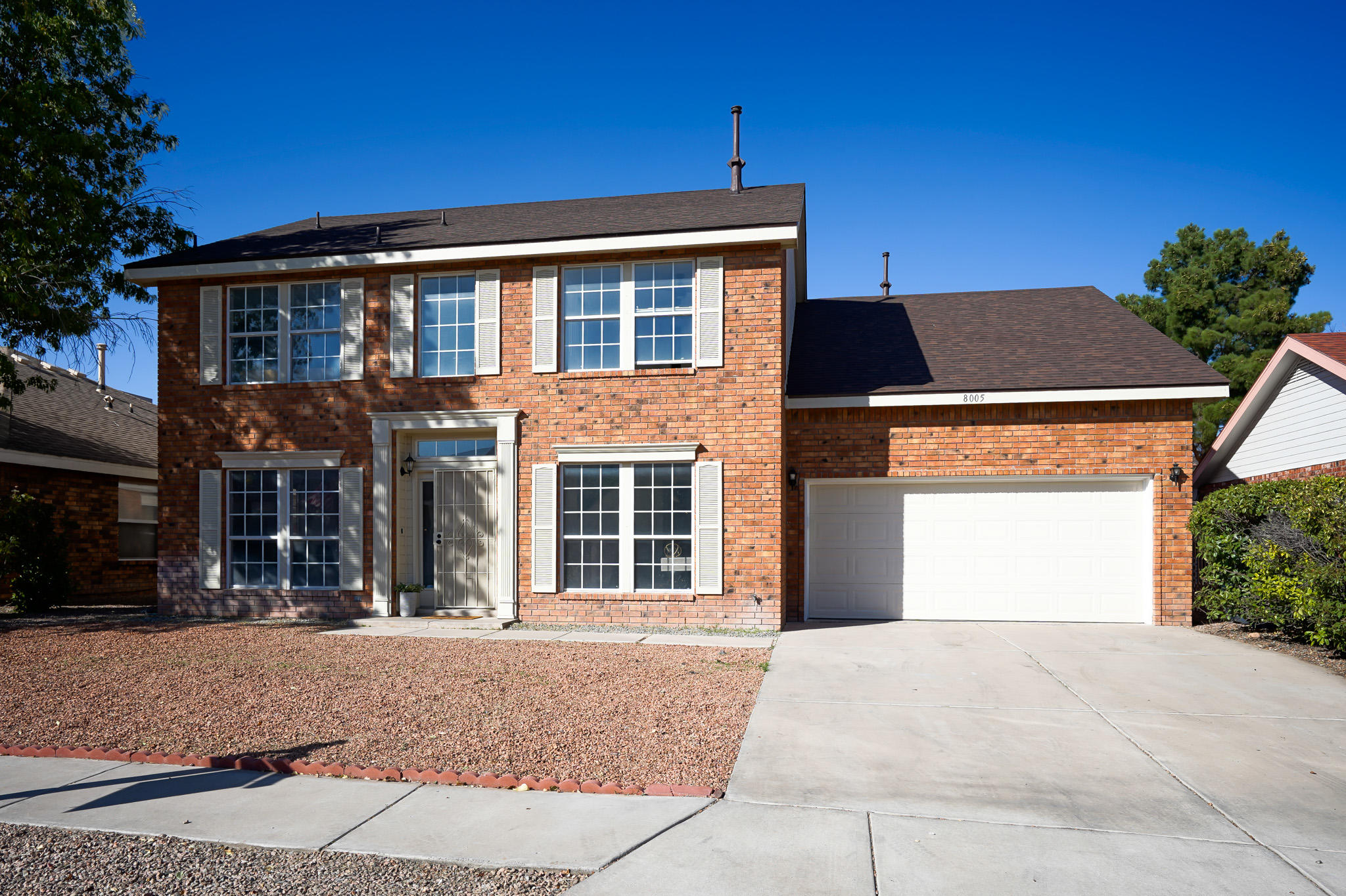 Welcome To This Beautiful Brick Veneer Four Bedroom Two Bathroom Thomas Sivage Home.  The Home Boasts The Perfect Chefs Kitchen With Brand New Stainless Appliances, Granite Counter Tops, Oiled Bronzed Finishes and Large Pantry.  This Home Also Has Formal and Informal Dining, Two Living Rooms and An Oversized Back Yard.  Each Bedroom Is Oversized To Fit Your Needs.  Don't Forget The BRAND NEW ROOF!  Don't Miss Out On Owning The Perfect Home For You!