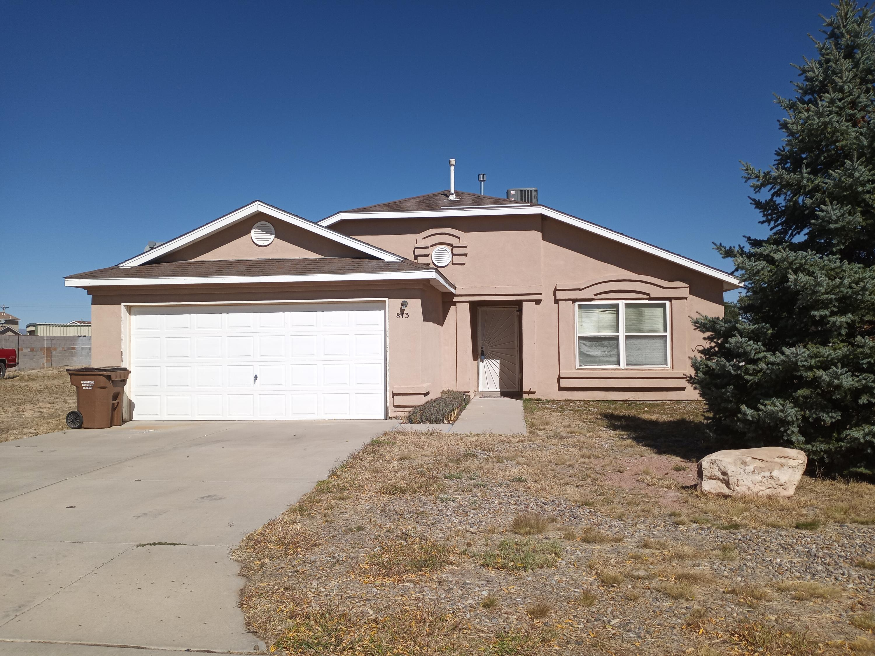 Move in ready Artistic home in Moriarty, large corner lot, back yard entry. Open living area, no carpet, 3 bedroom and 2 full baths. Water heater brand new, recently upgraded heating/ cooling. Don't miss this one!
