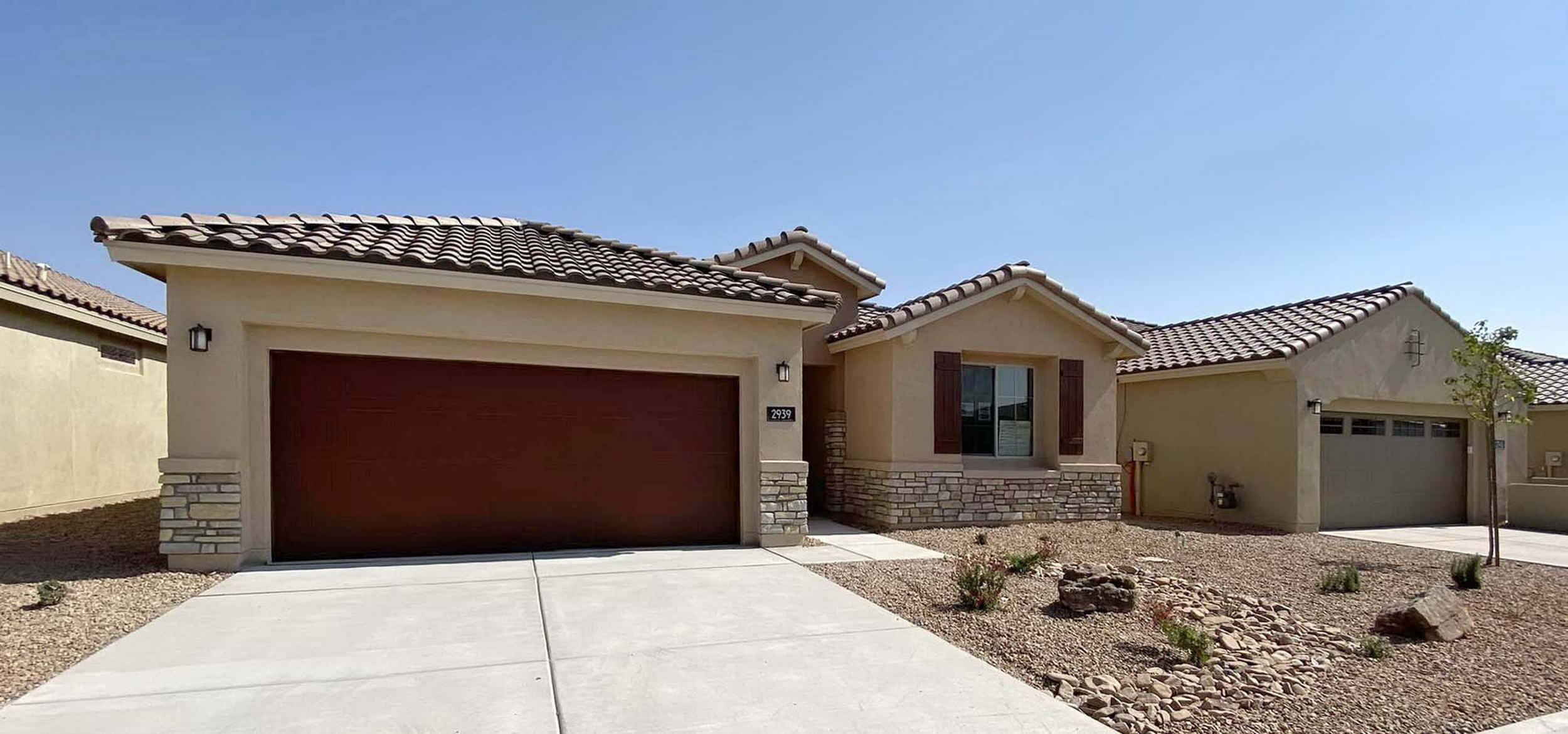Awesome views with this Darden plan by Pulte in a gated community! Beautiful kitchen with luxurious granite kitchen counters, high-grade cabinets, tile backsplash. Very open plan. 20'' diamondi-lay tile in most living spaces. Owner's Suite, Gathering Room and Covered Patio are extended for added room. Owner's Bath has a separate tub and shower. Green-Build Silver for efficiency/comfort. 4' garage ext. No homes behind. Amenity Center right next door has 2 pools, gym, yoga and a huge park!