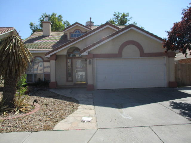 Much potential 3 bedroom 2.5 bath home with cathedral Ceiling & 2-way fireplace.Main floor master bedroom also has 2-way fireplace. 15x15 Loft with balcony .Seller does not pay customary closing cost including title policy, escrow fees, survey or transfer fees. Property may qualify for seller financing (VENDEE)''Due to condition, the property may have health/safety risk(s). Prior to entry / access,ALL PARTIES MUST FILL OUT A HOLD HARMLESS  IN THE MLS LISTING.LOCATED UNDER THE DOCUMENTS SECTION. The property may only be shown by appointment'' SHOWINGS FOR THIS PROPERTY WILL START MONDAY10/19/2020 AT 12PM. ALL OFFERS MUST BE IN NO LATER THAN FRIDAY 10/23/2020 BY 12PM.