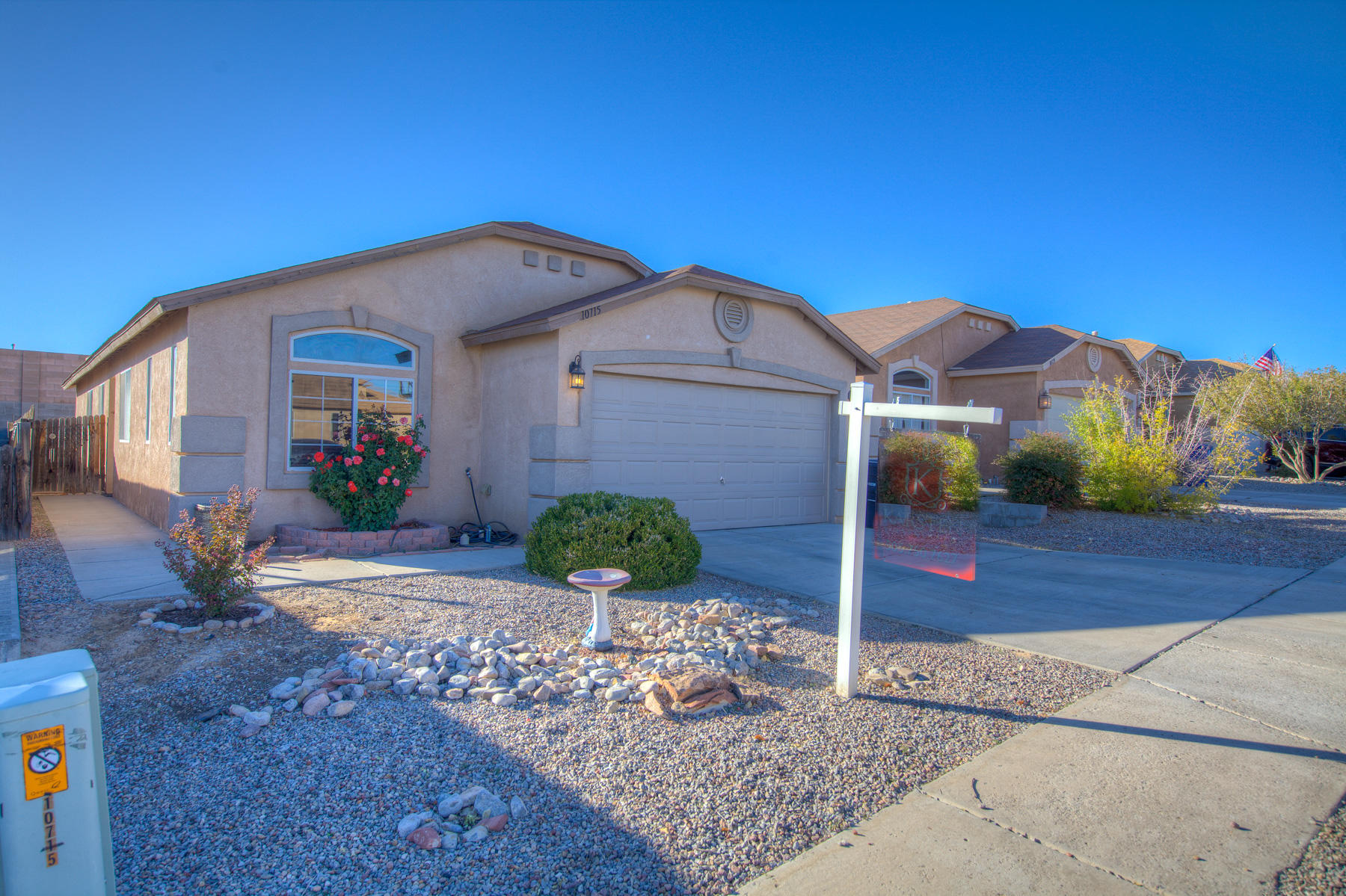 Beautiful home in desirable location. Enjoy this Longford single story home. 3 bedroom 2 bath with 2 living areas and nice kitchen with open access to family room. Master is inviting with walk in closet separate shower and tub. Make offer today.