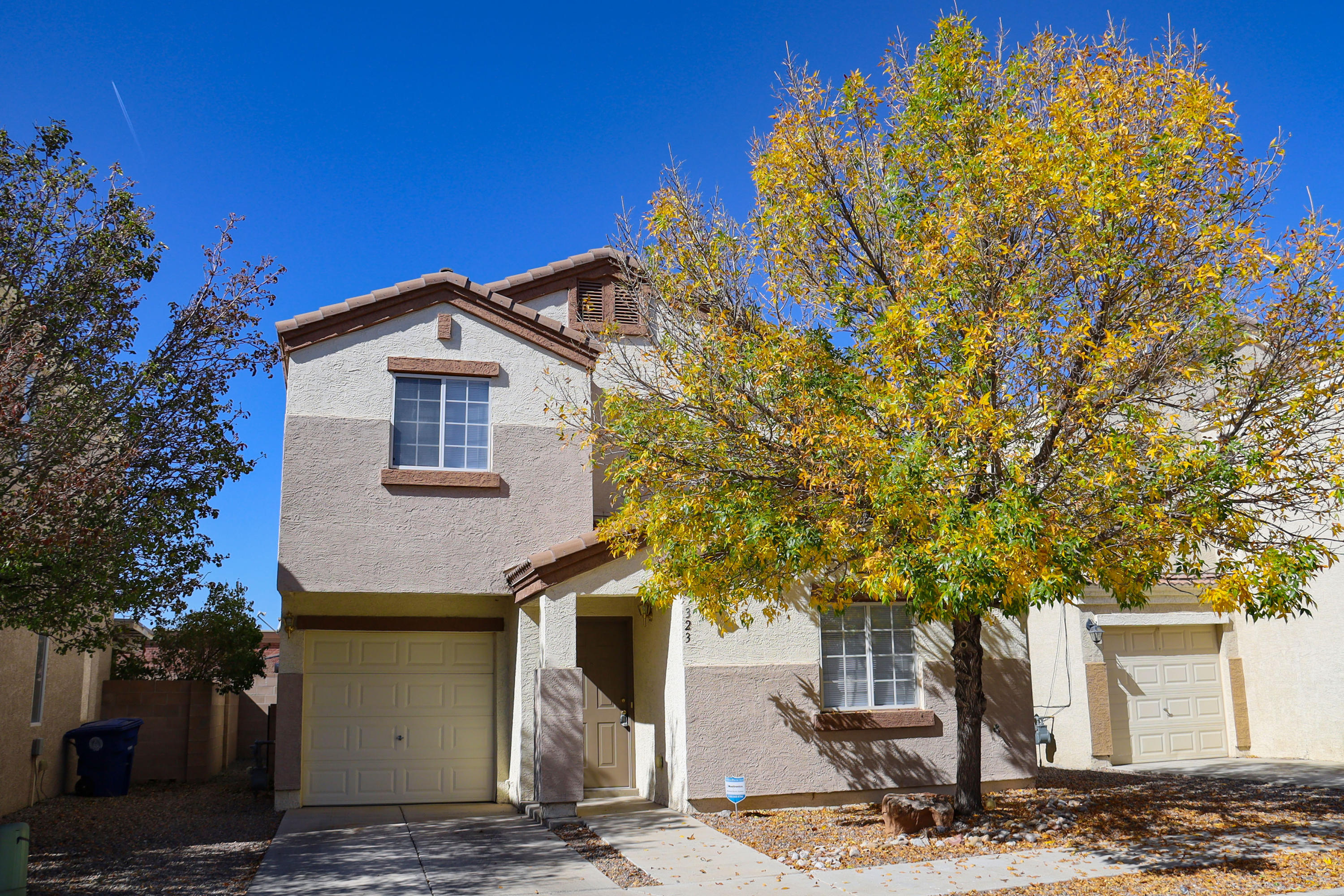 Immaculate 4BR, 3BA in secure, gated community.  Spacious master bedroom is truly fit for royalty. When winter arrives, you will certainly enjoy the warmth of your cozy fireplace.  New carpet and paint through out.  Close to base and shopping.  Easy care landscaping!