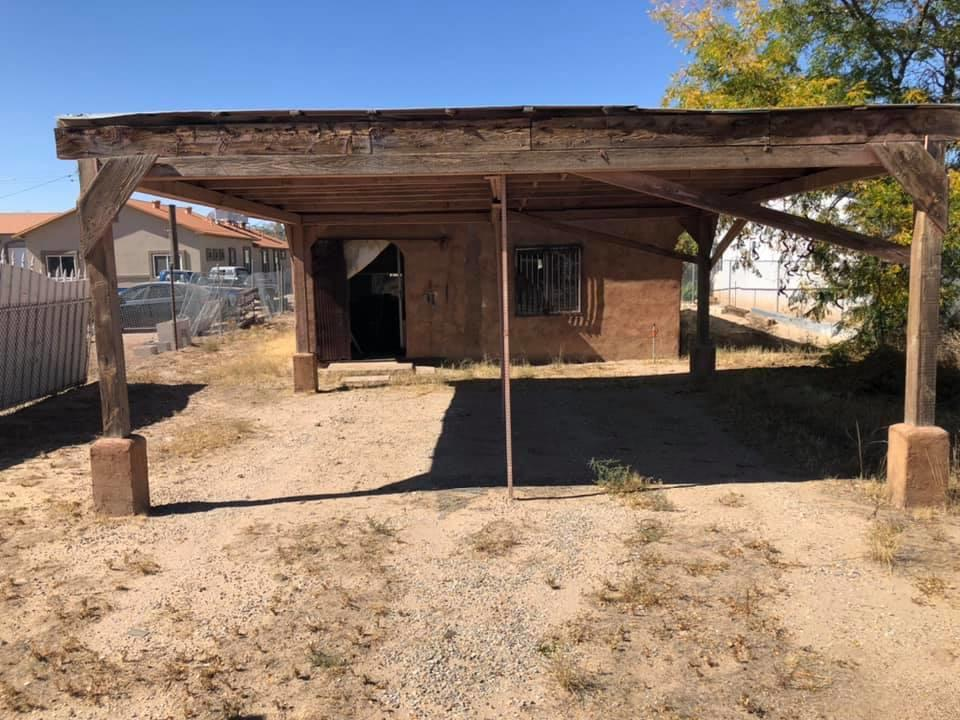 What a great opportunity for someone with imagination! Located in the historic South Valley, this 100 year old home could be a great investment for you!