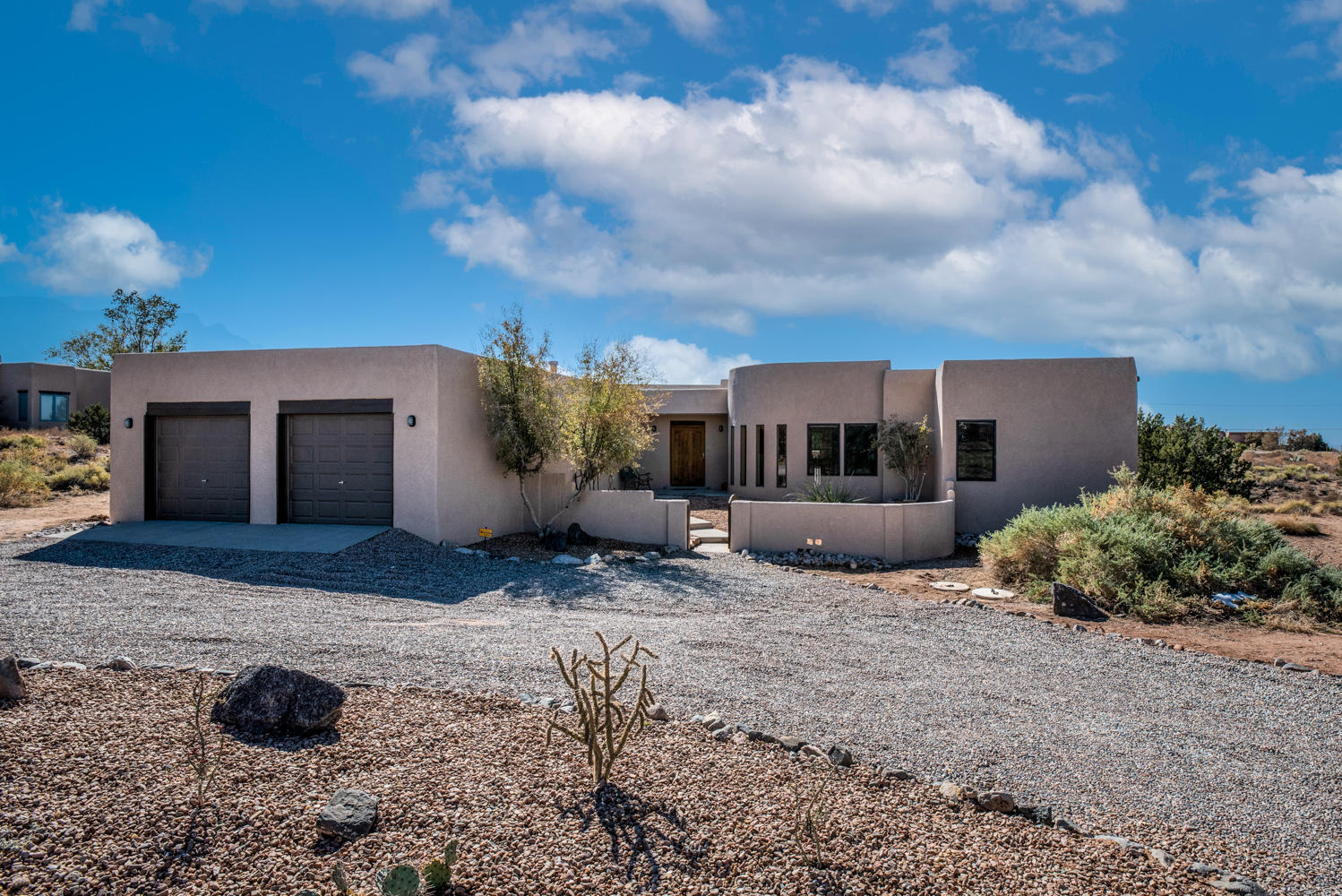 Single level custom southwest style home on 1.29 acre lot in Placitas. The beauty and open space of Placitas in a convenient location just over one mile from I-25 with easy access to both Albuquerque & Santa Fe. High ceilings & abundant light throughout. Well laid out for entertaining both summer and winter. Custom kitchen w/pecan cabinetry, double oven, gas cooktop, island and informal dining area. Kitchen, formal dining room and master bedroom all access backyard and patio with ever-changing views of the Sandia mountains.  Spacious rooms; thoughtful floorplan with master suite, including attached office/nursery, separated from the two ensuite bedrooms. Comfort assured with in-floor radiant heat, two newer (2 years) refrigerated air units,and 2 fireplaces. New roof, stucco, carpet.