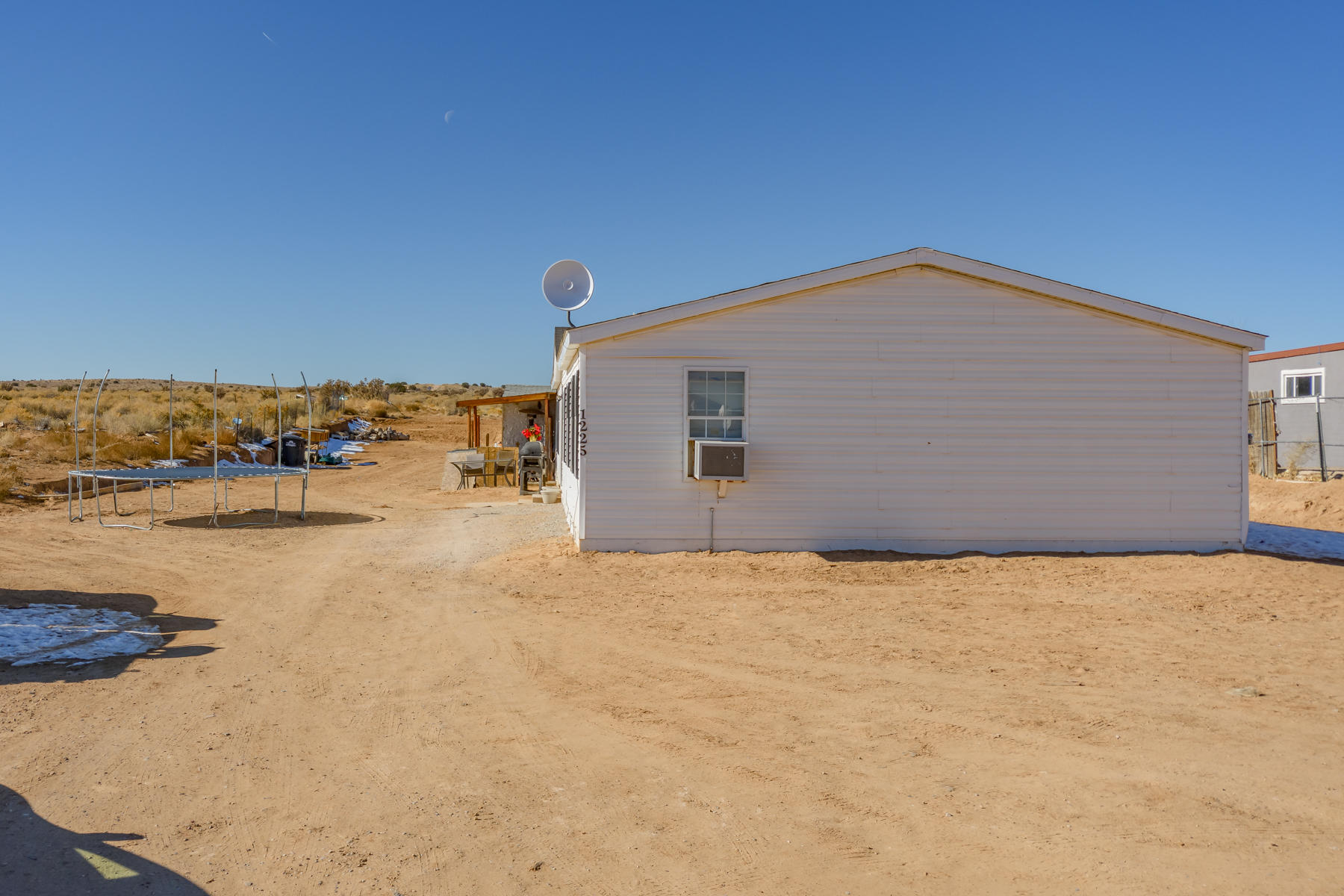 This Rio Rancho Home won't last long!  Great size with 3 or 4 bedrooms, you choose. Sits on a half an acre with great views of the City Lights. Schedule your appointment today!