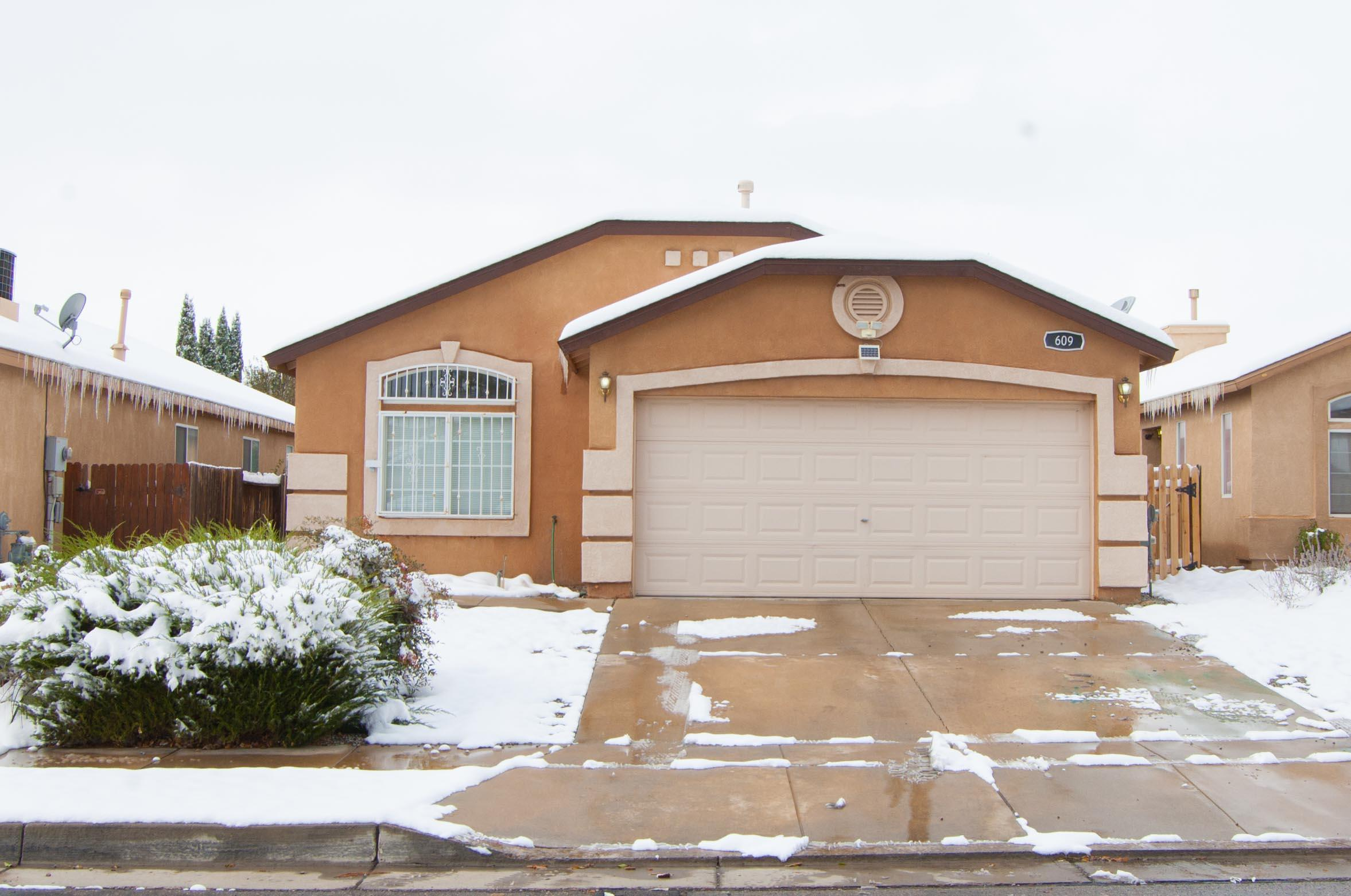 Beautiful home in the Sunrise Ranch community. The home is well kept and ready to move in with new carpet, Large master bath with walk  in  shower and separate tub. This home is a must see. Make your private appointment to view today.