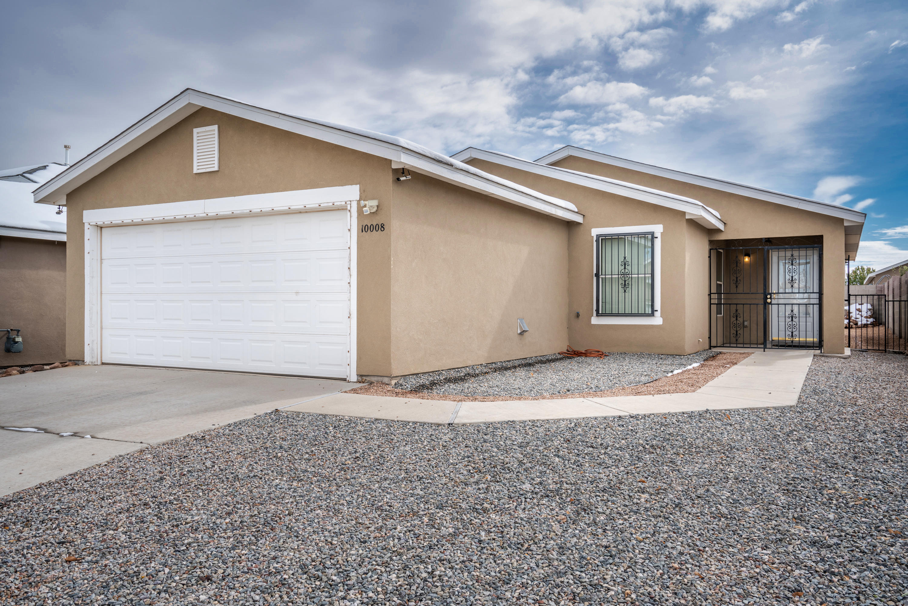 Remarkable southwest heights home ready for immediate move in. Recently added flooring, conveniently located near shopping areas, park, and minutes away from highway. Schedule showing soon!