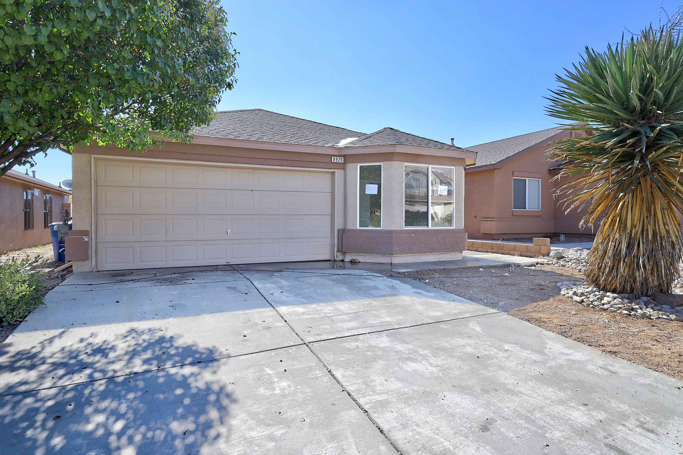 Move in ready!!!  New Paint ,New Carpet, New Stainless Steel Appliances, Open Floor Plan, Refrigerated Air.  Covered Patio.  Gated Community.